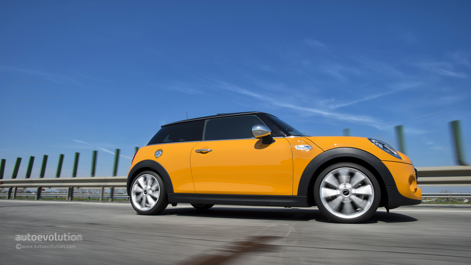 2014 mini cooper s hardtop first drive autoevolution. Black Bedroom Furniture Sets. Home Design Ideas