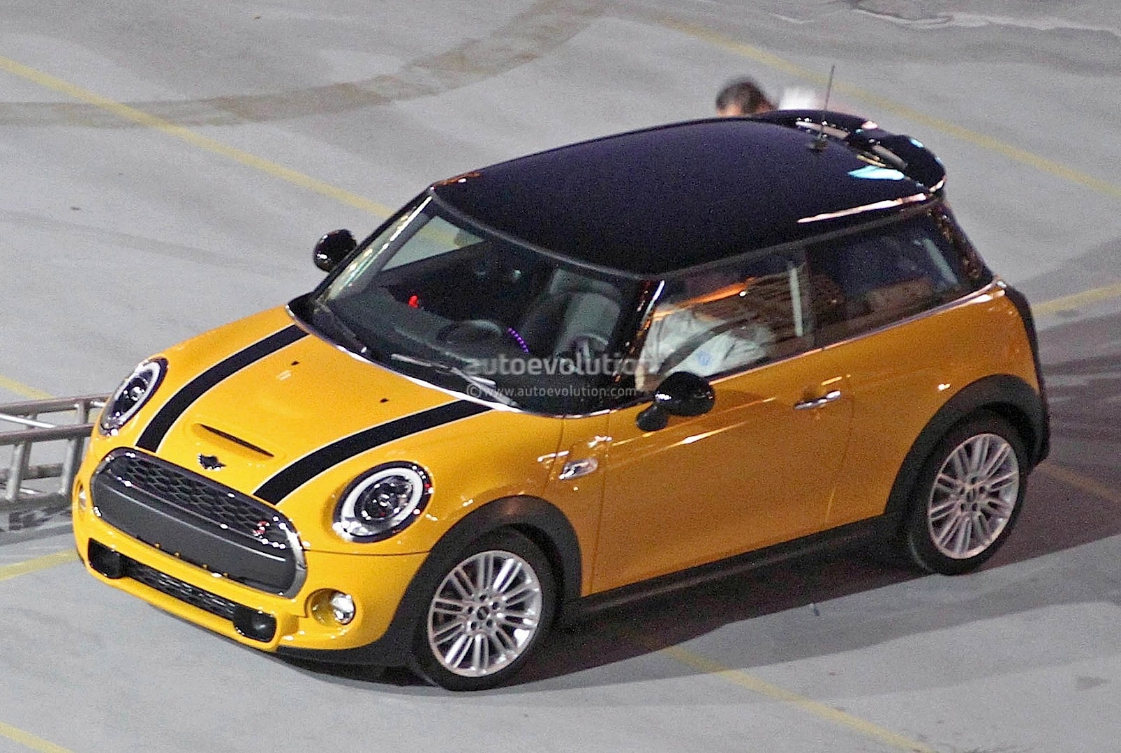 2014 mini cooper s totally revealed autoevolution. Black Bedroom Furniture Sets. Home Design Ideas