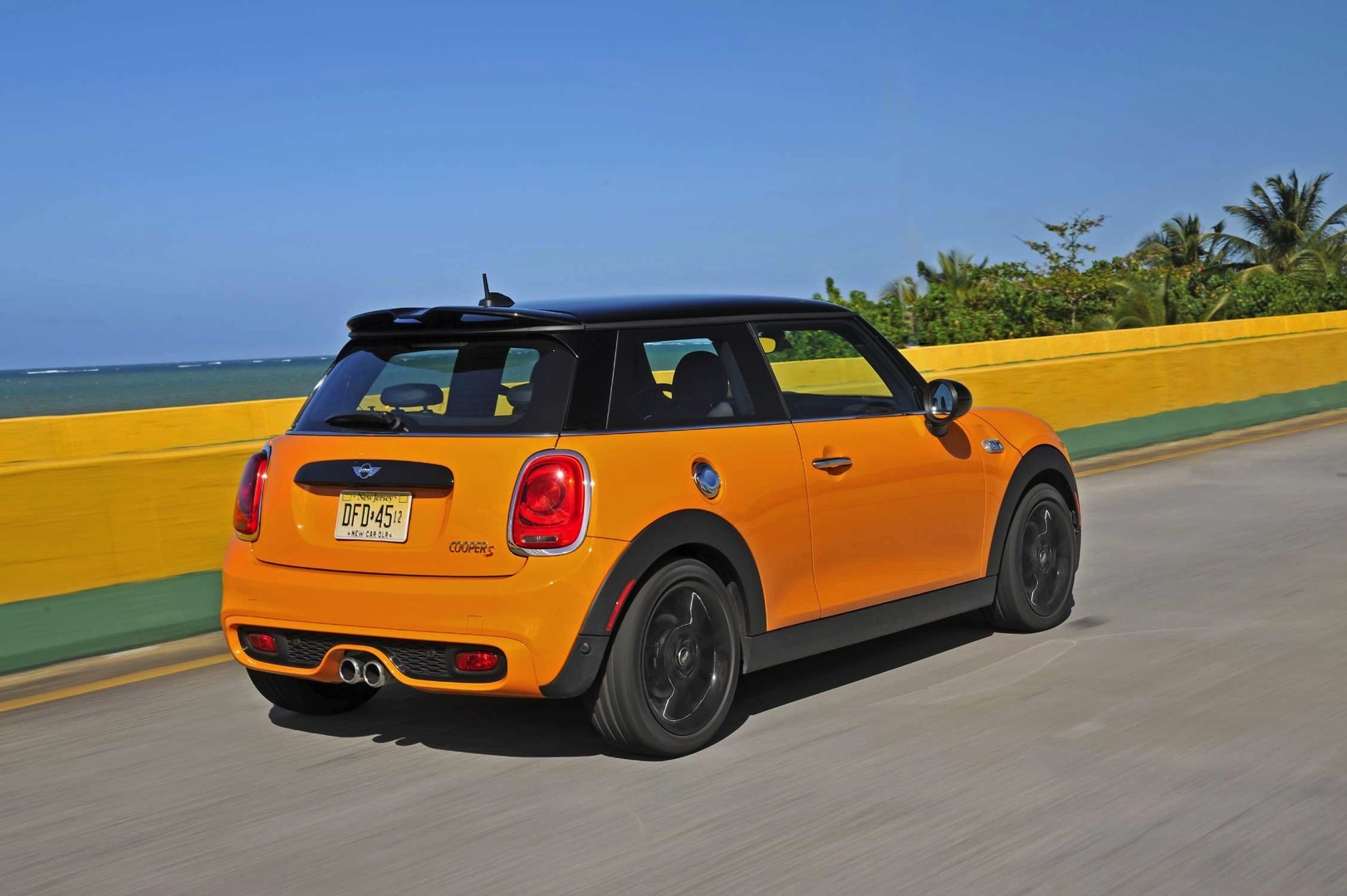 2014 mini cooper s wallpapers autoevolution. Black Bedroom Furniture Sets. Home Design Ideas