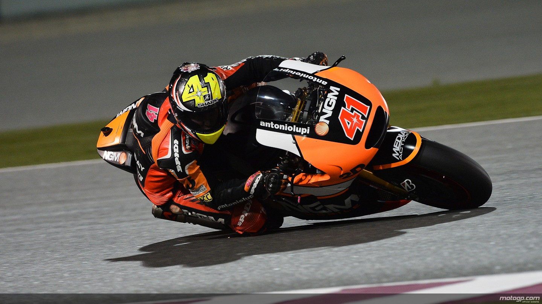2014 MotoGP: Is Aleix Espargaro Hunting a Suzuki Ride in 2015? - autoevolution