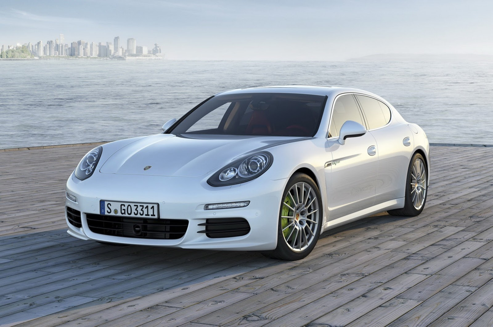 2014 Porsche Panamera Facelift First Photos Leaked ...