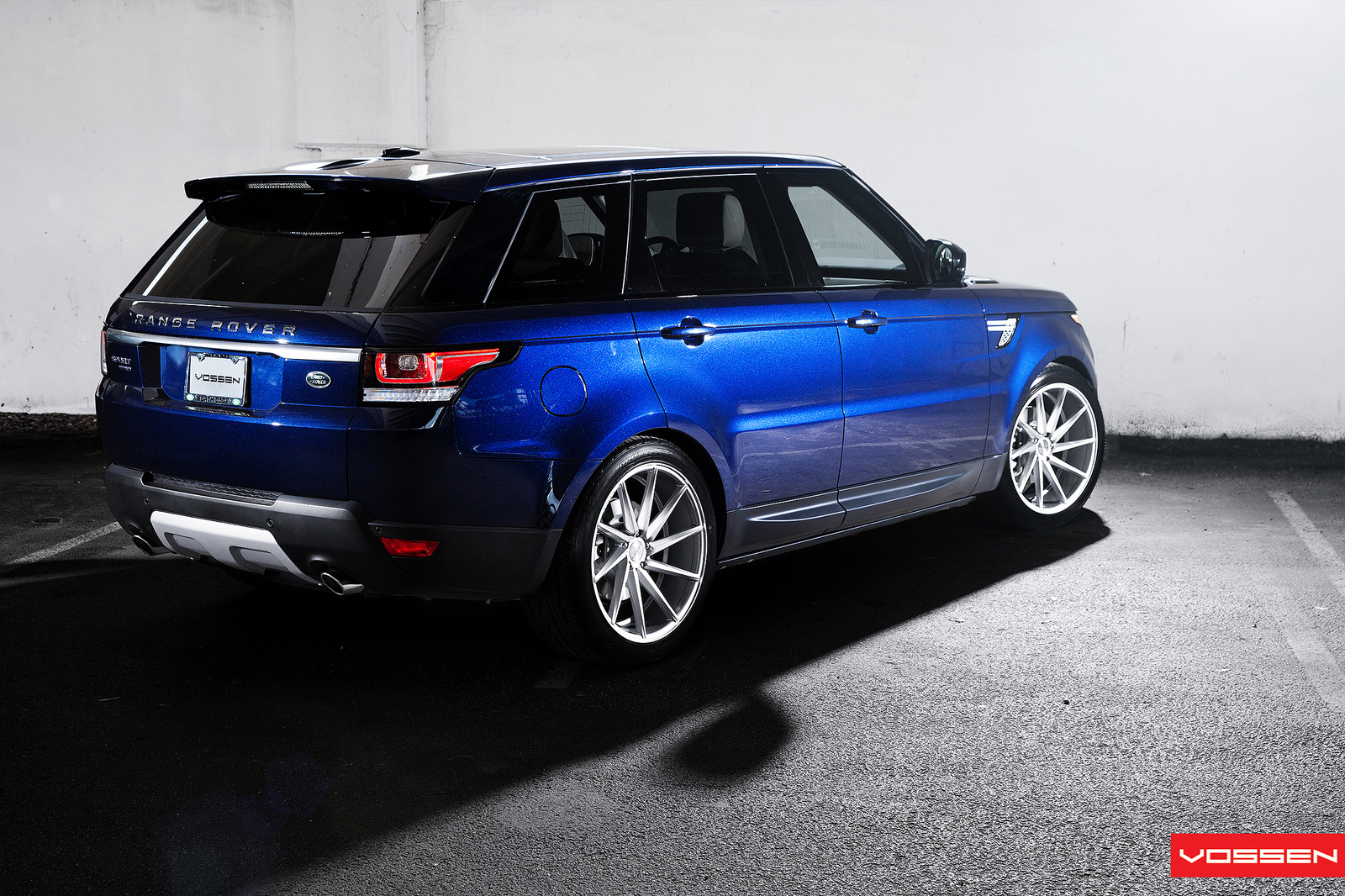 2014 range rover sport gets 22 inch vossen cvt wheels video autoevolution. Black Bedroom Furniture Sets. Home Design Ideas