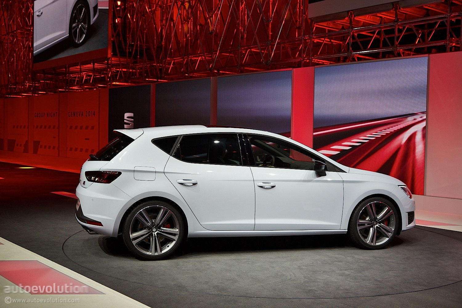 2014 seat leon cupra is the hottest of the hot hatches live photos autoevolution. Black Bedroom Furniture Sets. Home Design Ideas