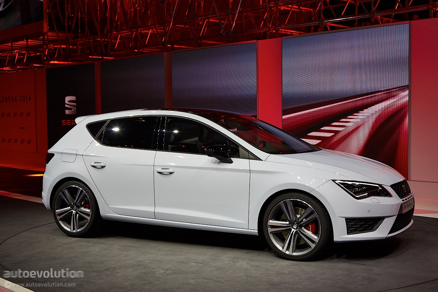 2014 Seat Leon Cupra Is The Hottest Of The Hot Hatches Live Photos Autoevolution
