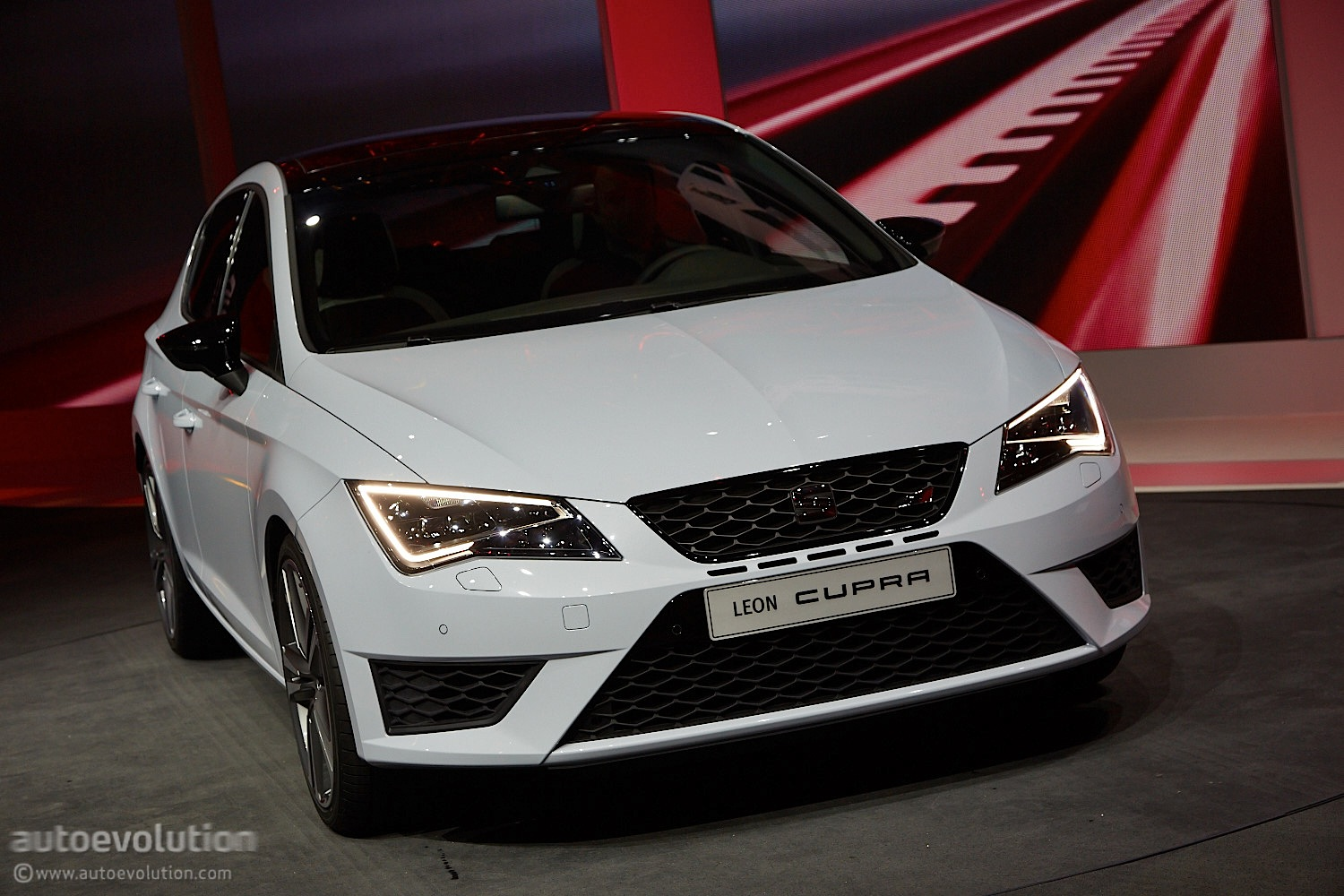 2014 seat leon cupra is the hottest of the hot hatches. Black Bedroom Furniture Sets. Home Design Ideas