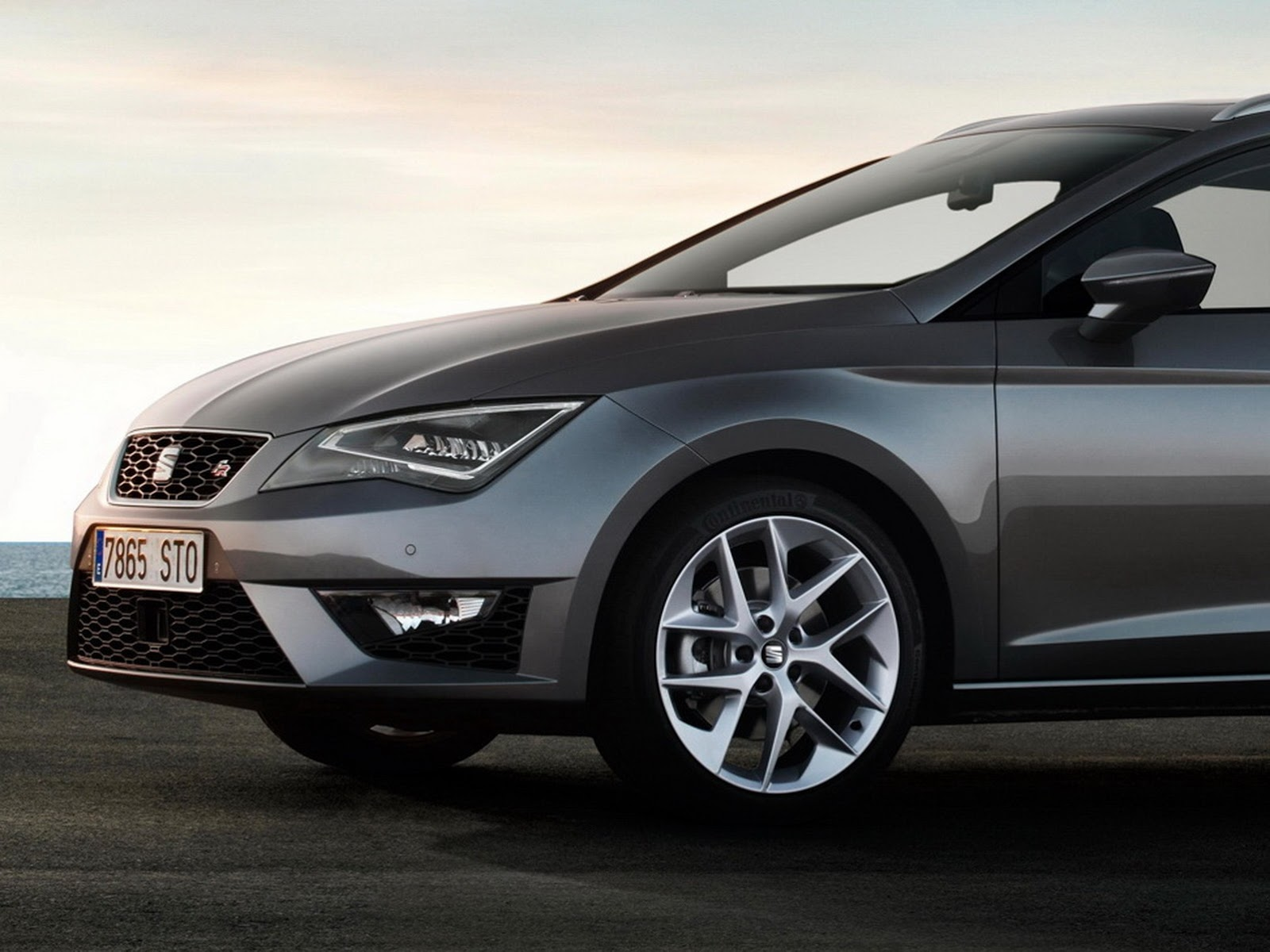 2014 seat leon st estate first official photos autoevolution. Black Bedroom Furniture Sets. Home Design Ideas