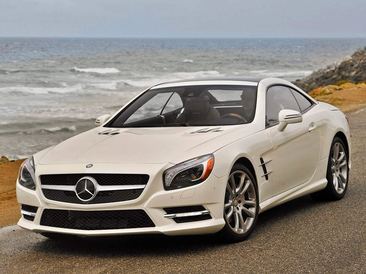2014-sl-roadster-r231-gets-infomercial-by-mb-usa-youtube_7.jpg