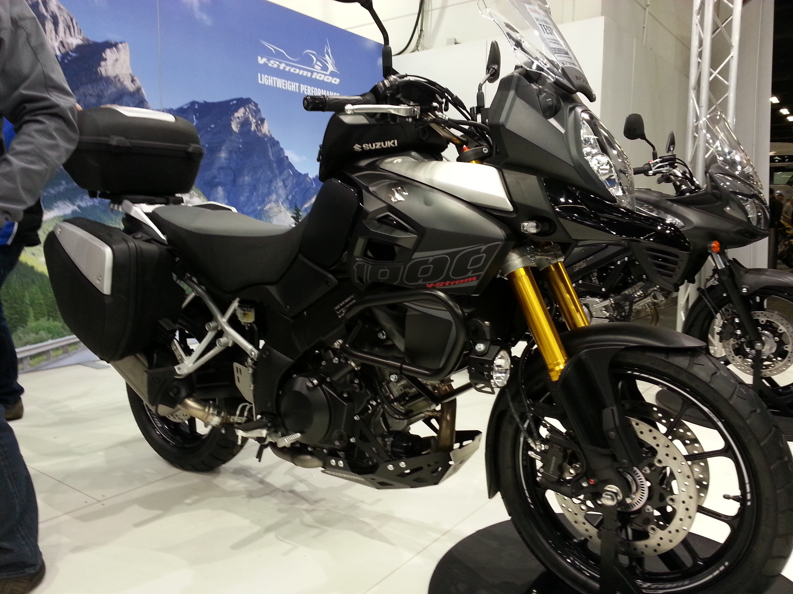 2014 suzuki v strom 1000 abs big limited offer announced autoevolution. Black Bedroom Furniture Sets. Home Design Ideas
