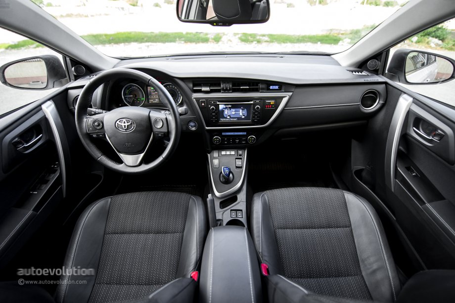 auris toyota hybrid interior autoevolution tested