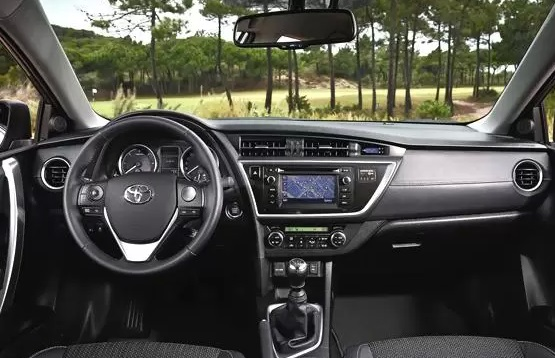 2014 toyota corolla center console leaked sport button and shiftable automatic autoevolution. Black Bedroom Furniture Sets. Home Design Ideas