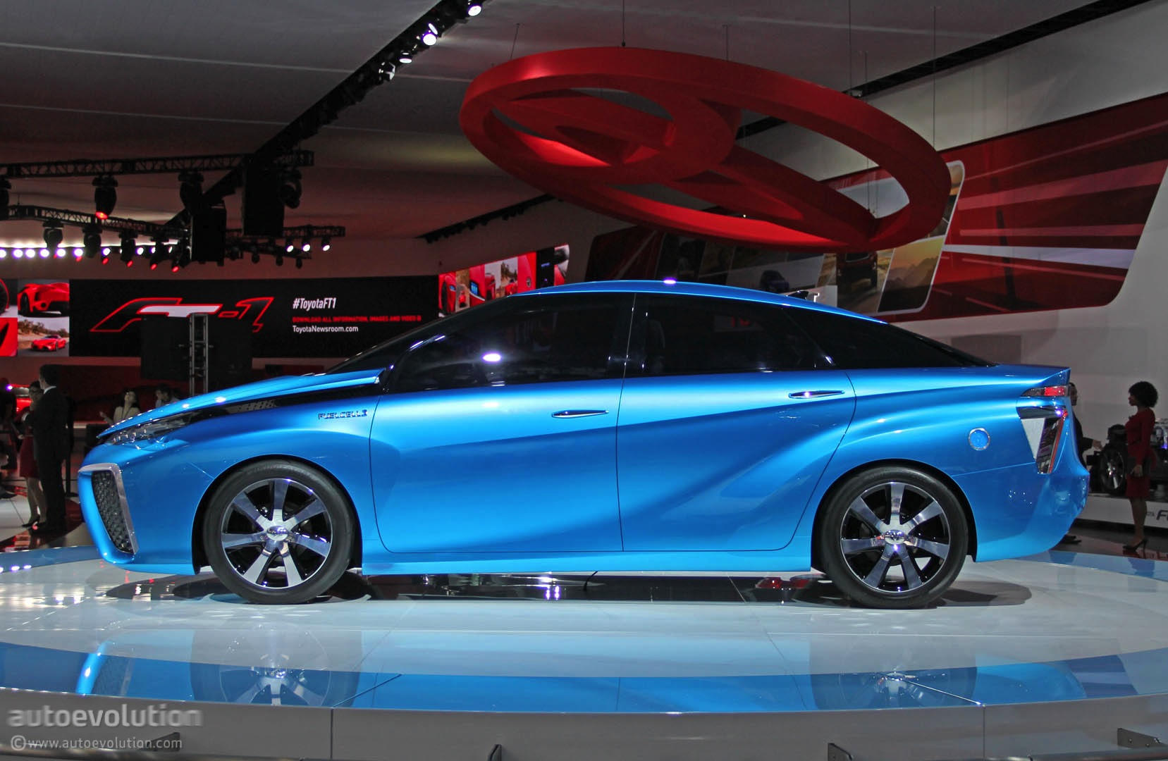 2014 Toyota Fcv Concept Blue Is The New Green In Detroit