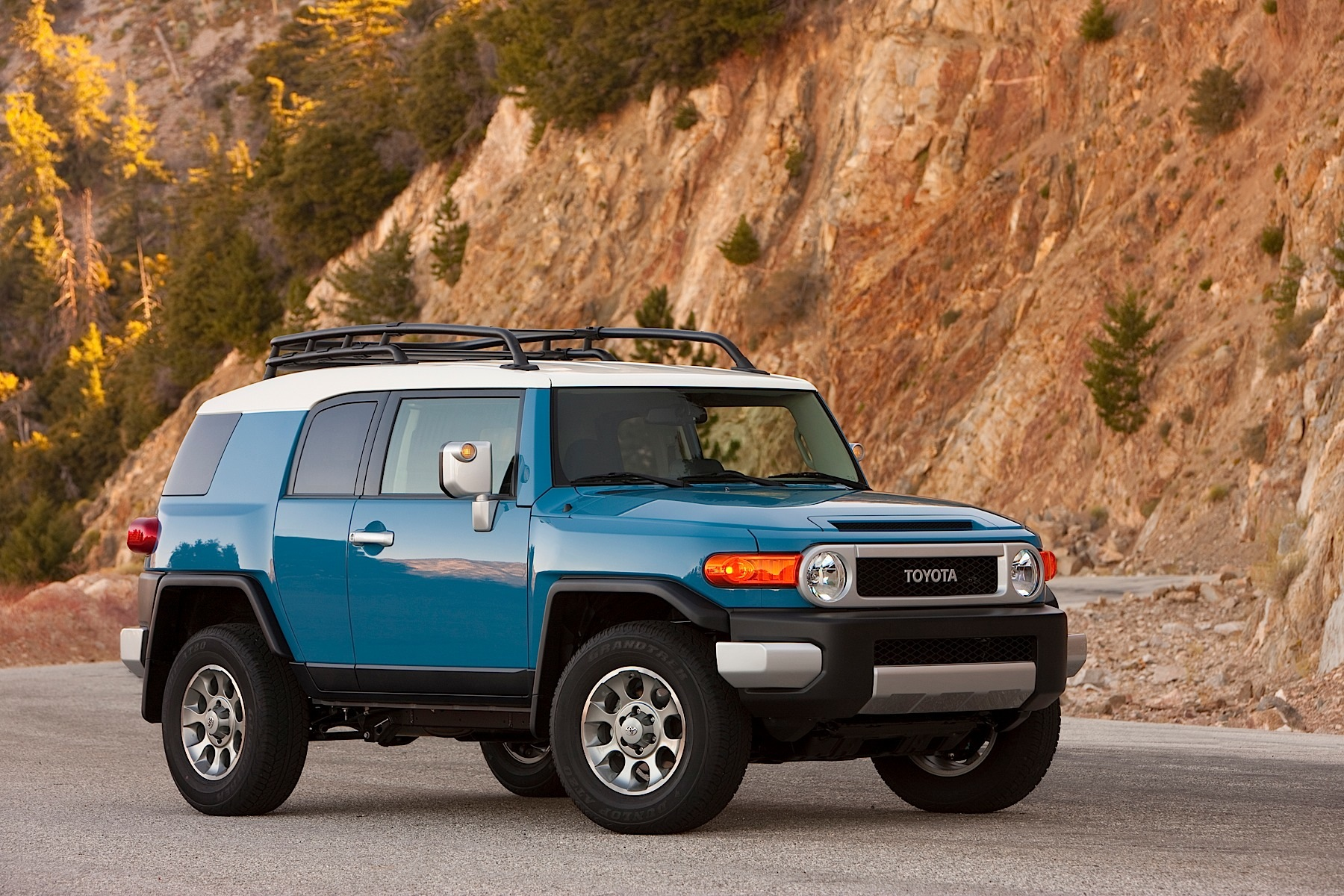 2014 toyota fj cruiser continues the tradition autoevolution. Black Bedroom Furniture Sets. Home Design Ideas