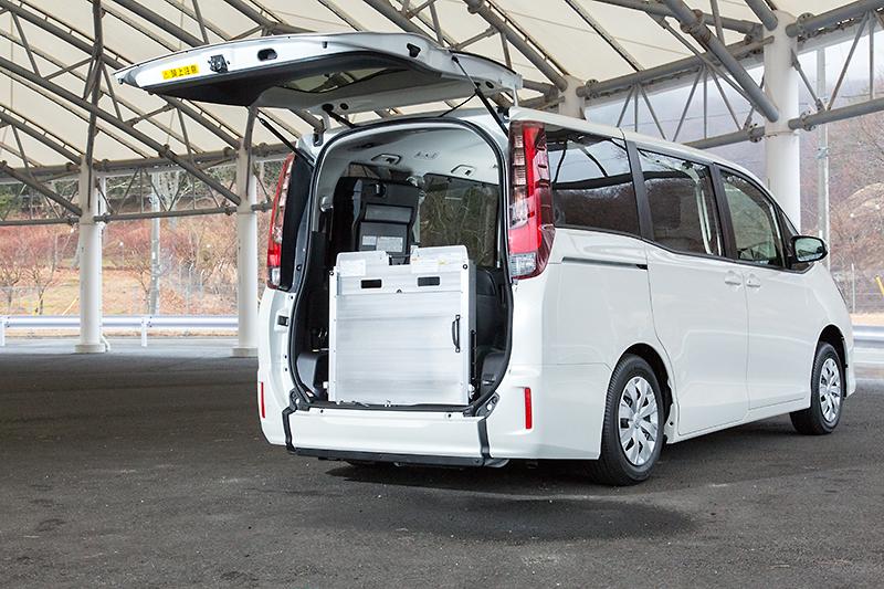 2014 Toyota Voxy in New Pics [Photo Gallery]