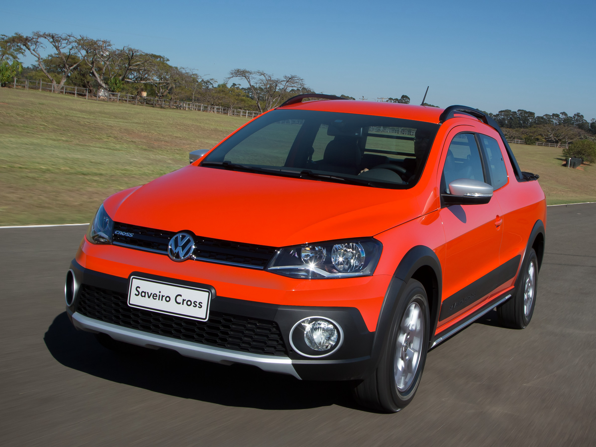 2014 Volkswagen Saveiro Cross Pickup Gets Crew Cab Version