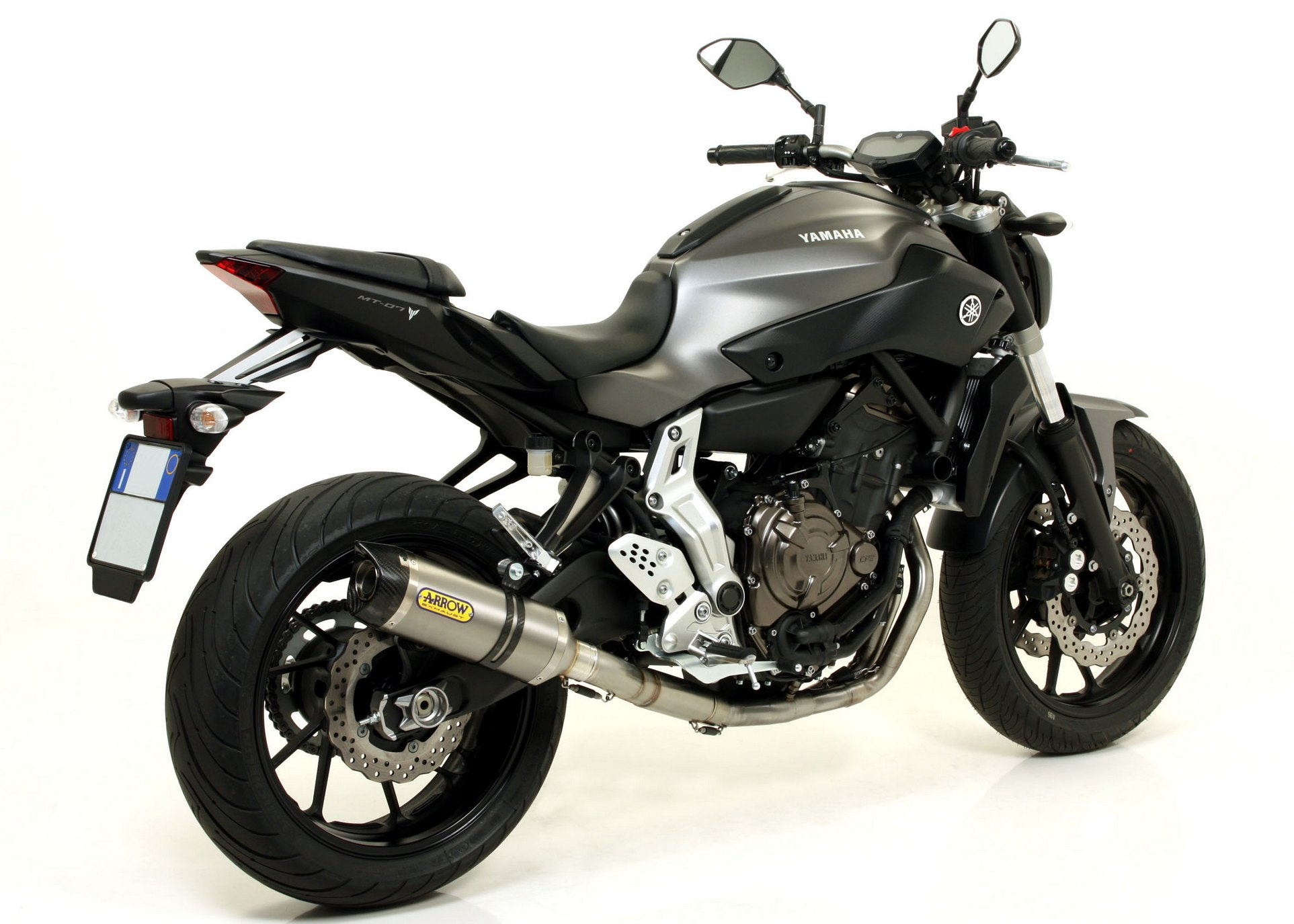 2014 yamaha mt 07 receives arrow exhaust upgrades autoevolution. Black Bedroom Furniture Sets. Home Design Ideas