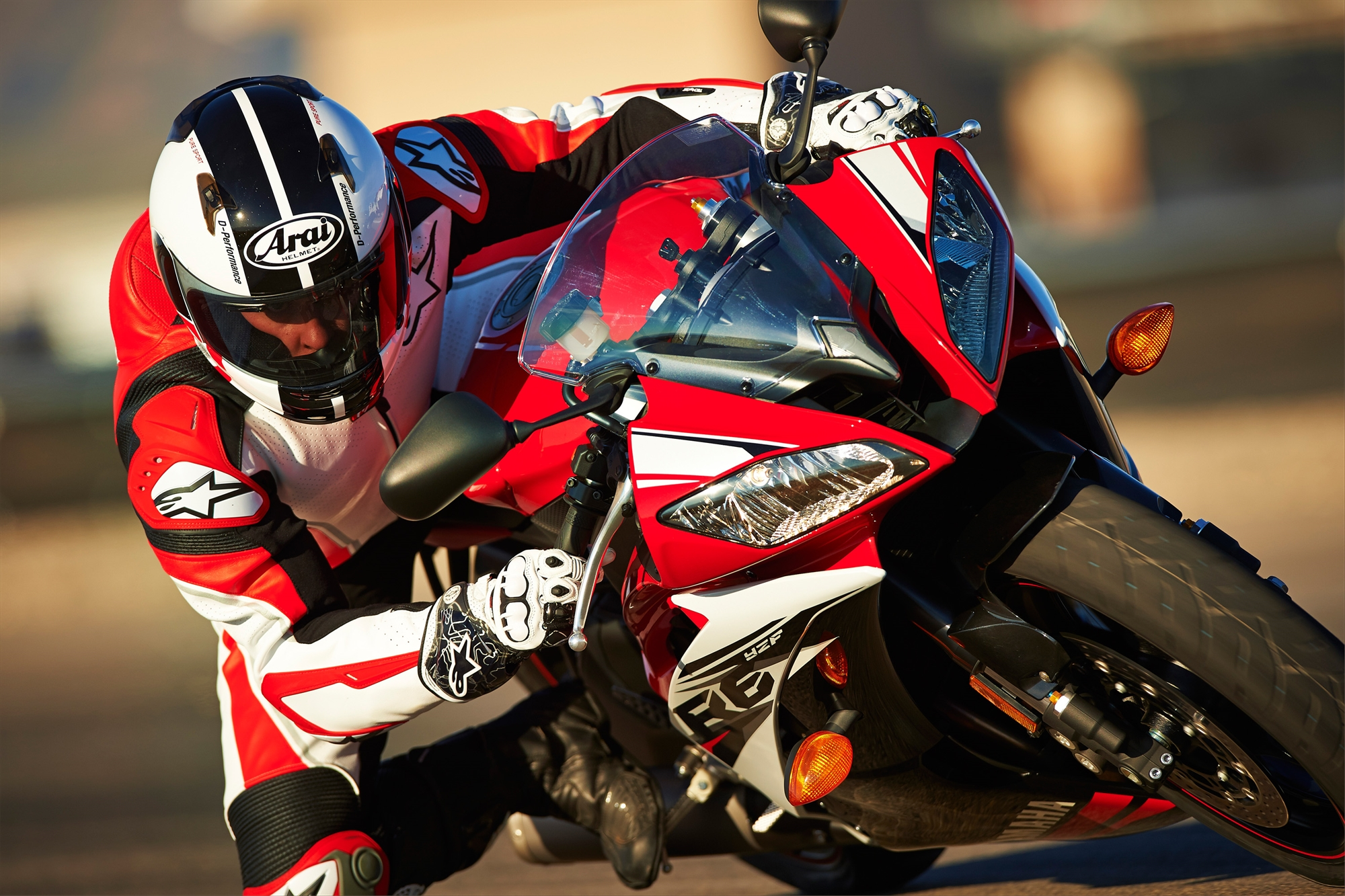 2014 Yamaha YZF-R6 Official Pics - autoevolution