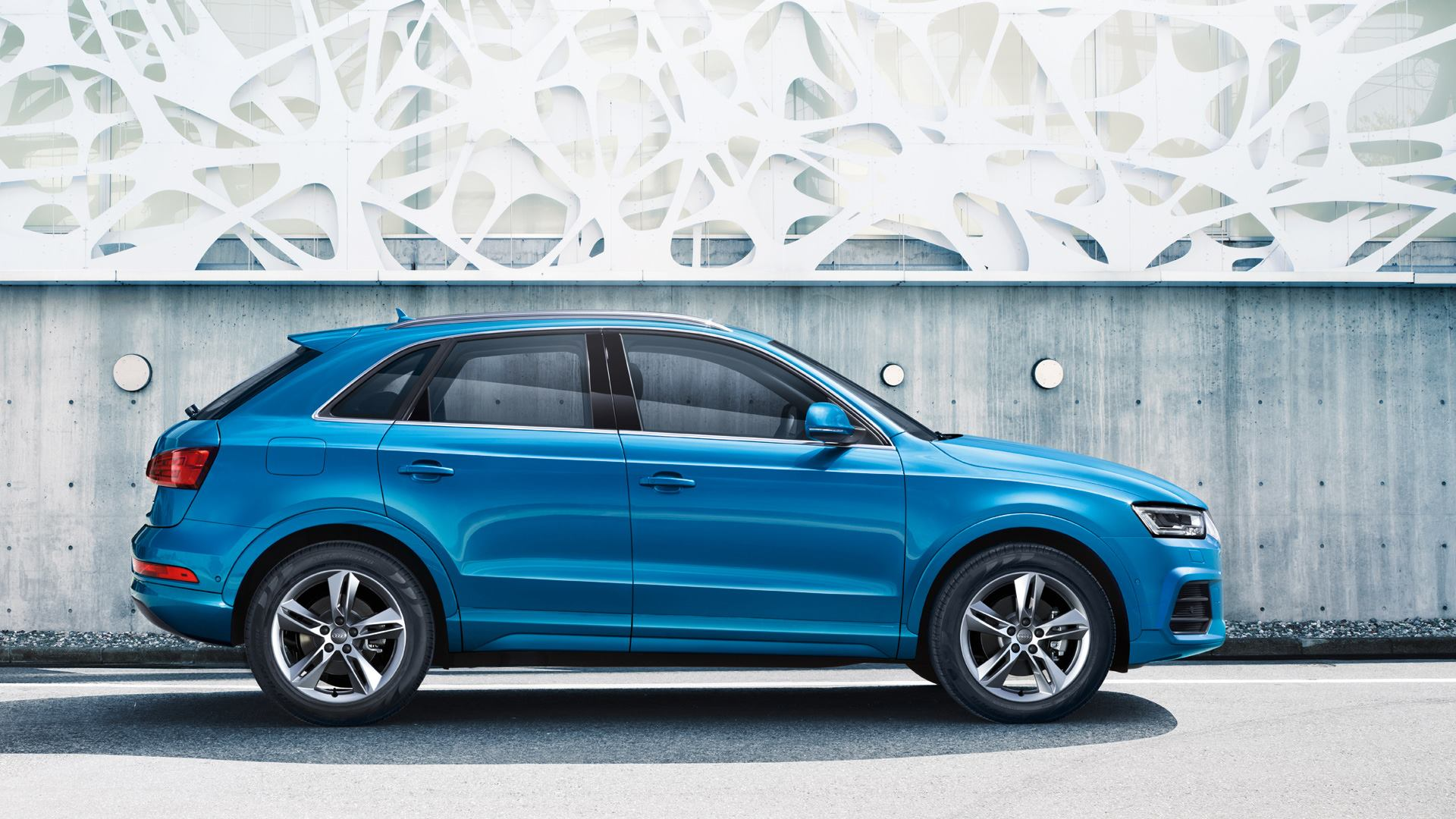 2015 audi q3 facelift revealed with fresh looks and engines video autoevolution. Black Bedroom Furniture Sets. Home Design Ideas