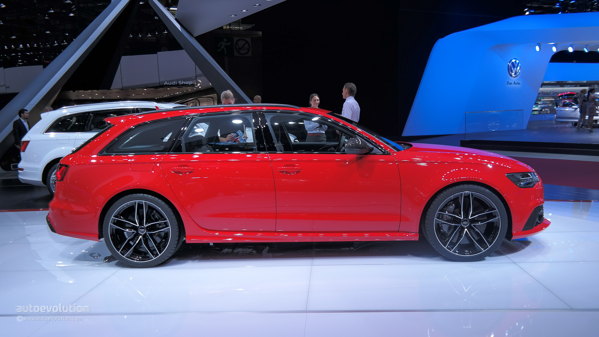2015 audi rs6 is a refreshed super wagon in paris live photos autoevolution. Black Bedroom Furniture Sets. Home Design Ideas