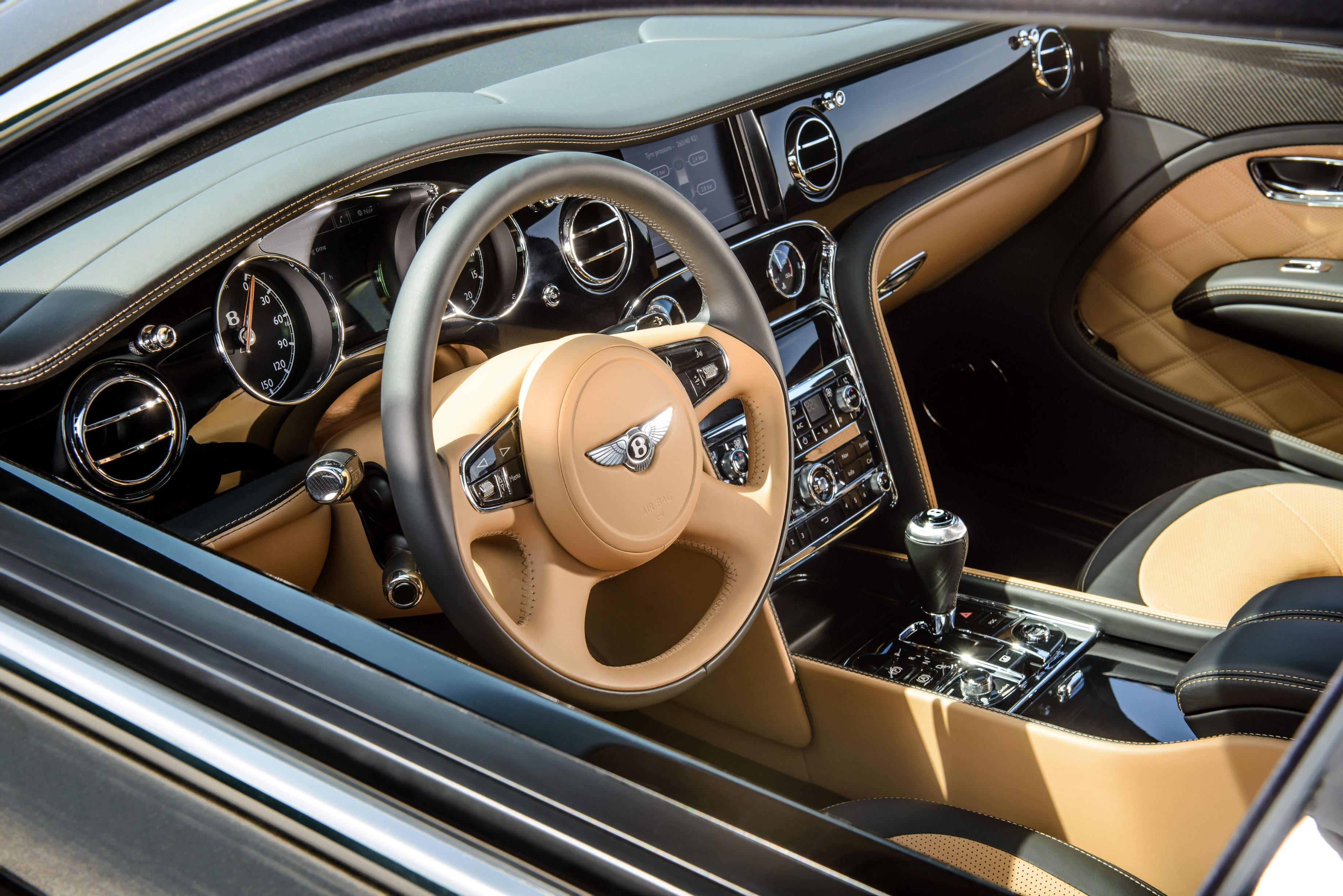 Водительское место Bentley Mulsanne Speed 2015 года