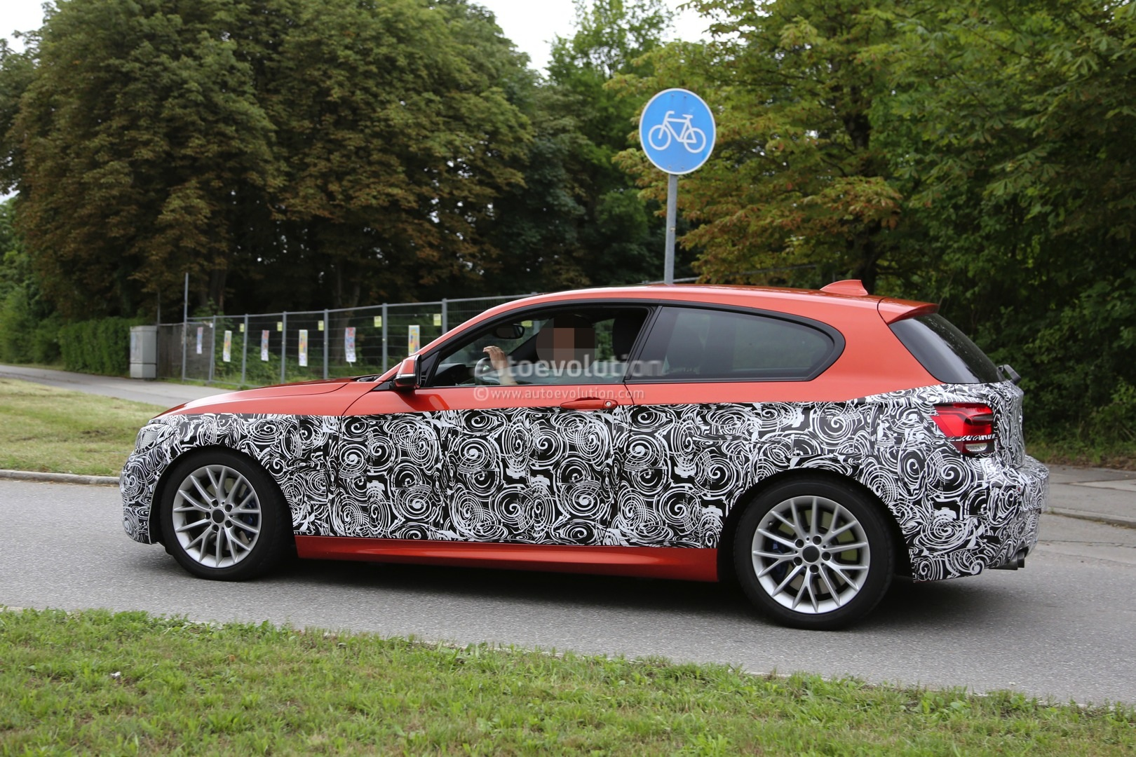 2015-bmw-1-series-facelift-spied-with-a-