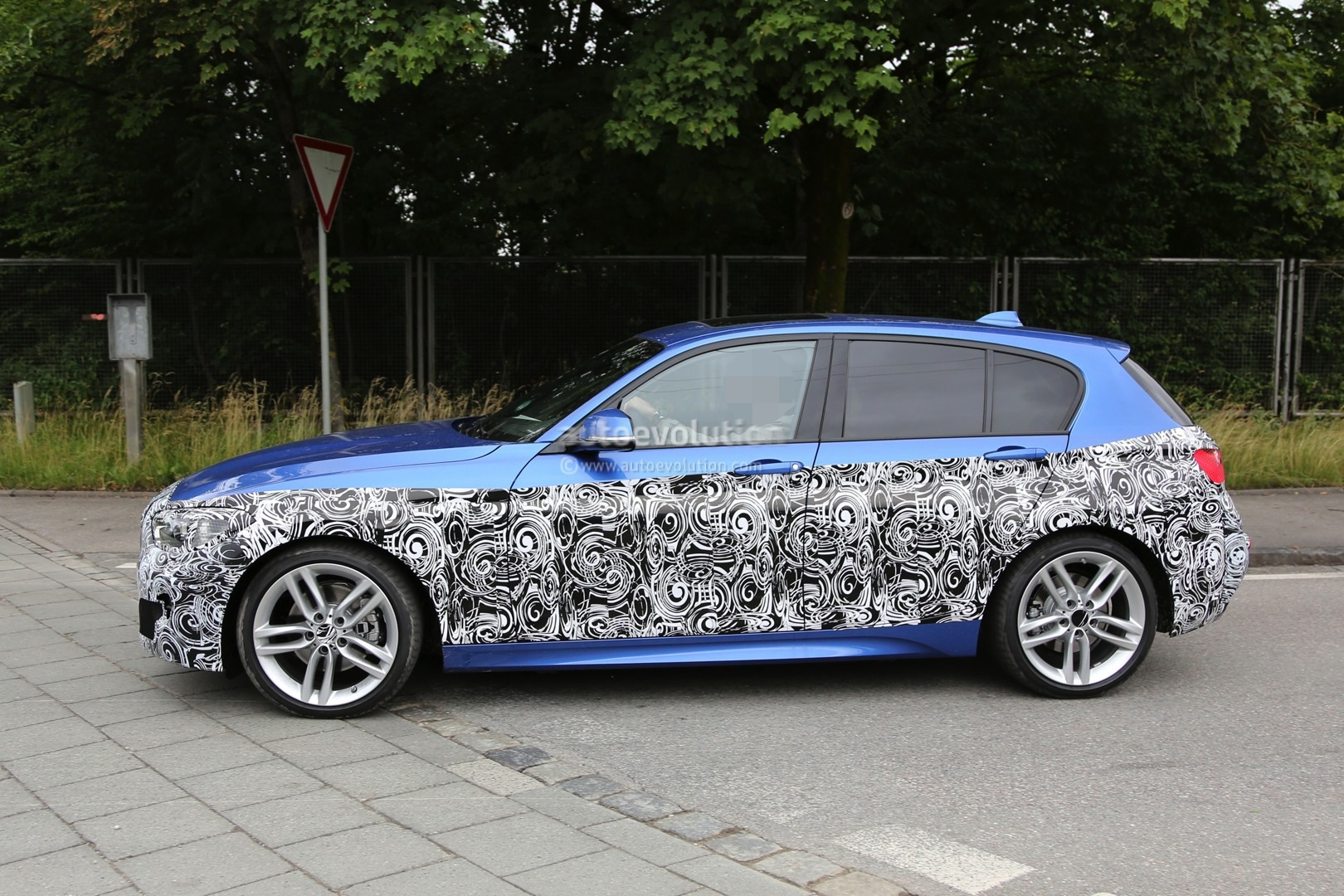 2015 bmw 1 series facelift spied with a new face. Black Bedroom Furniture Sets. Home Design Ideas