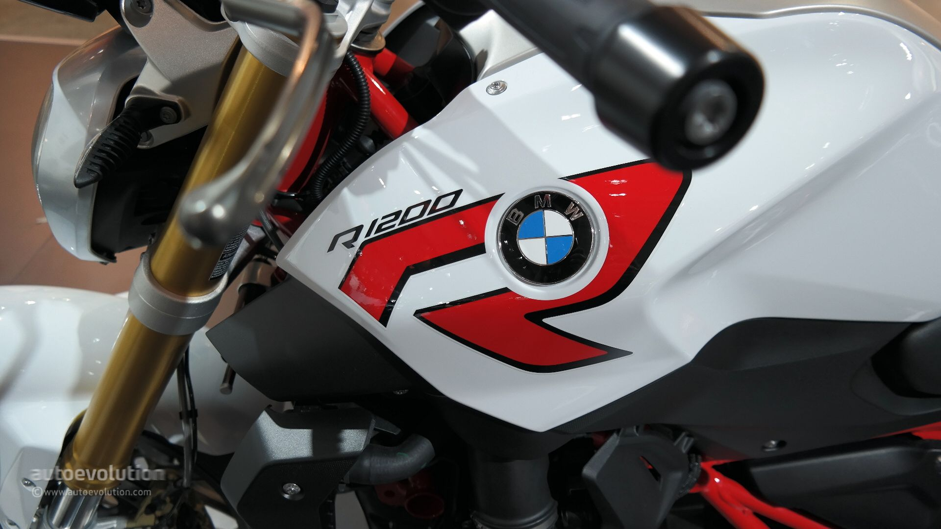 2015 Bmw R1200r Promises To Be A Very Comfortable Naked Bike At Eicma Live Photos Autoevolution