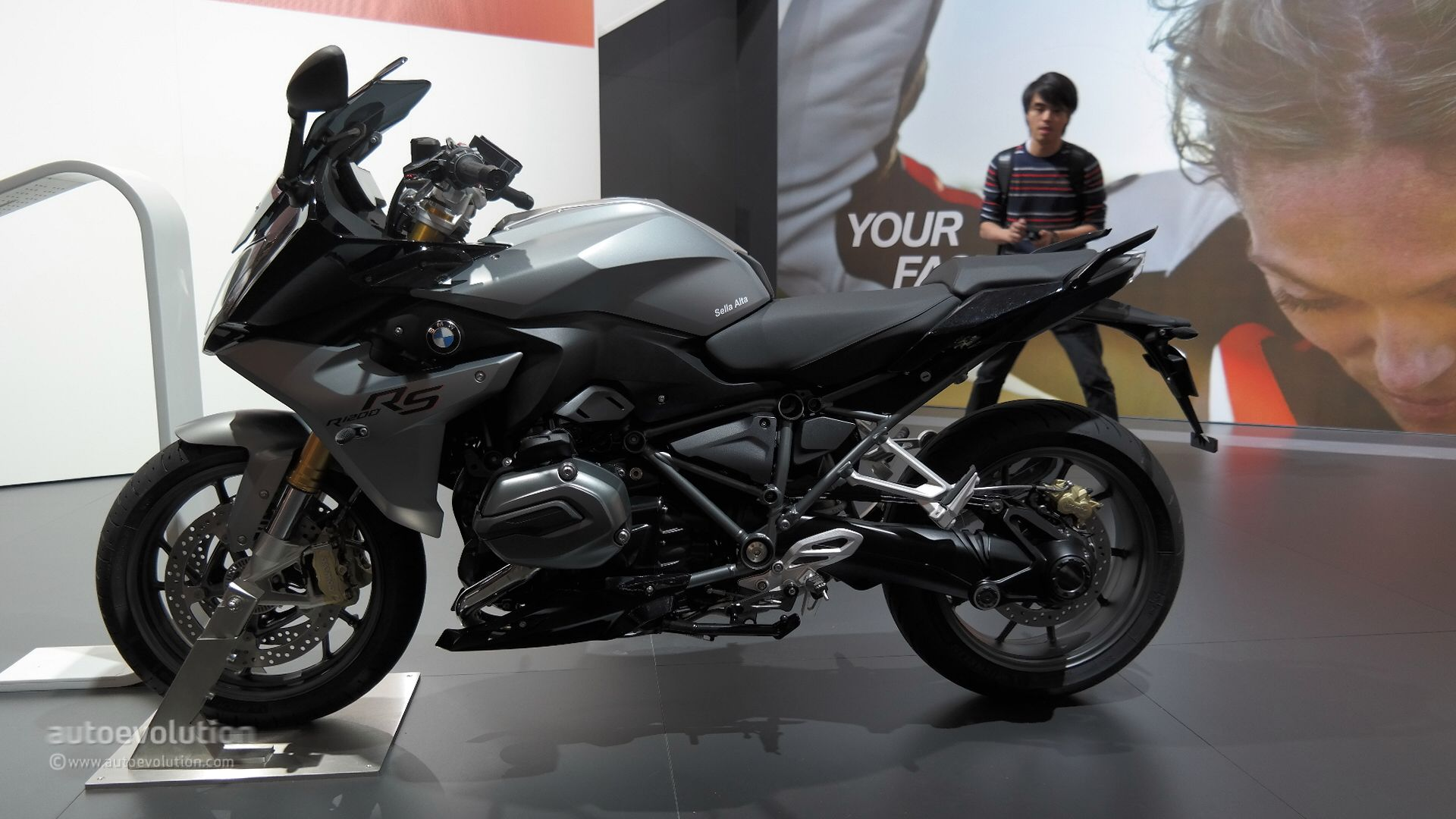 2015 bmw r1200rs exudes comfort and new power at eicma. Black Bedroom Furniture Sets. Home Design Ideas