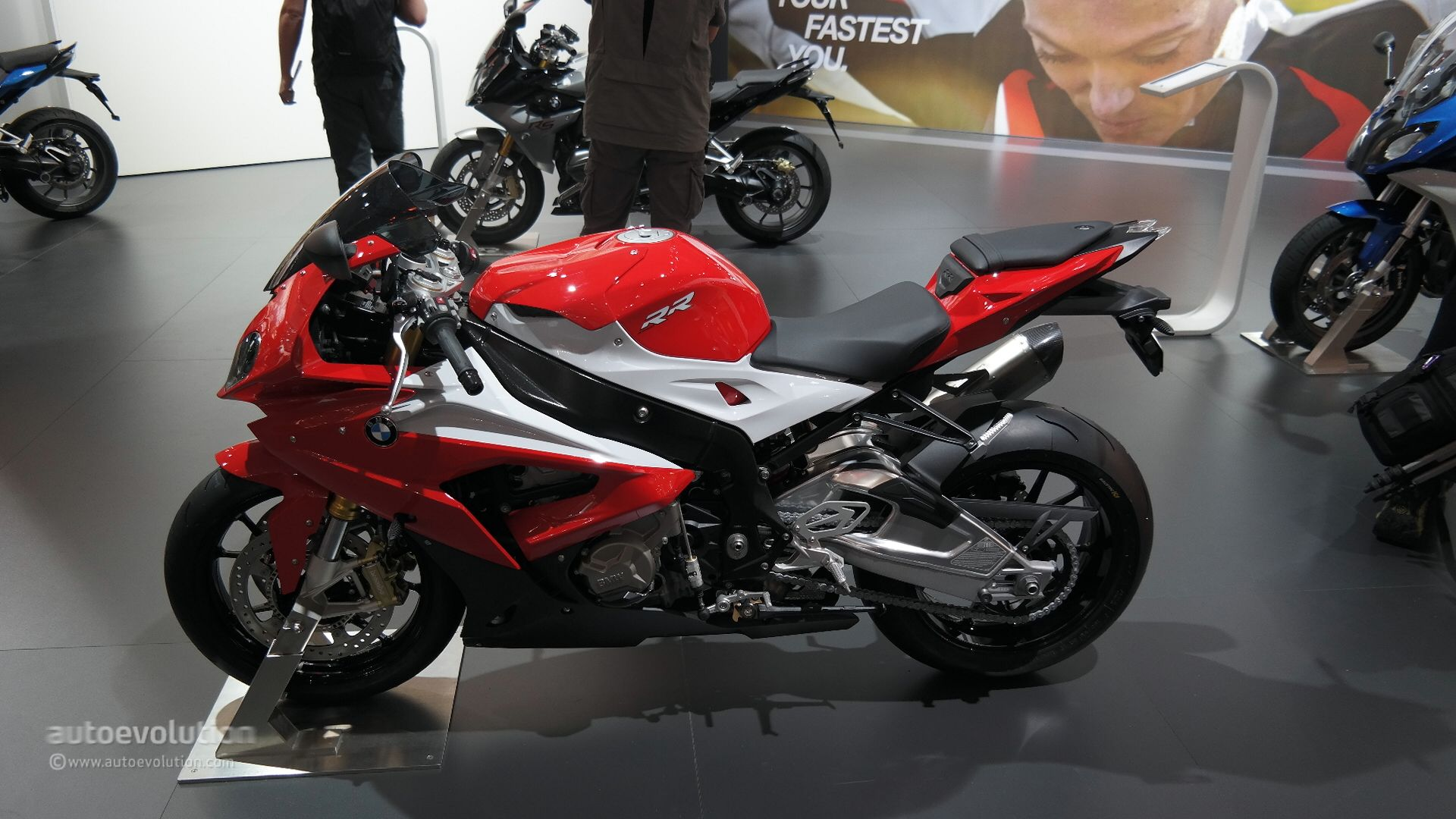 2015 Bmw S1000rr Brings More Power And An Akrapovic Muffler At Eicma