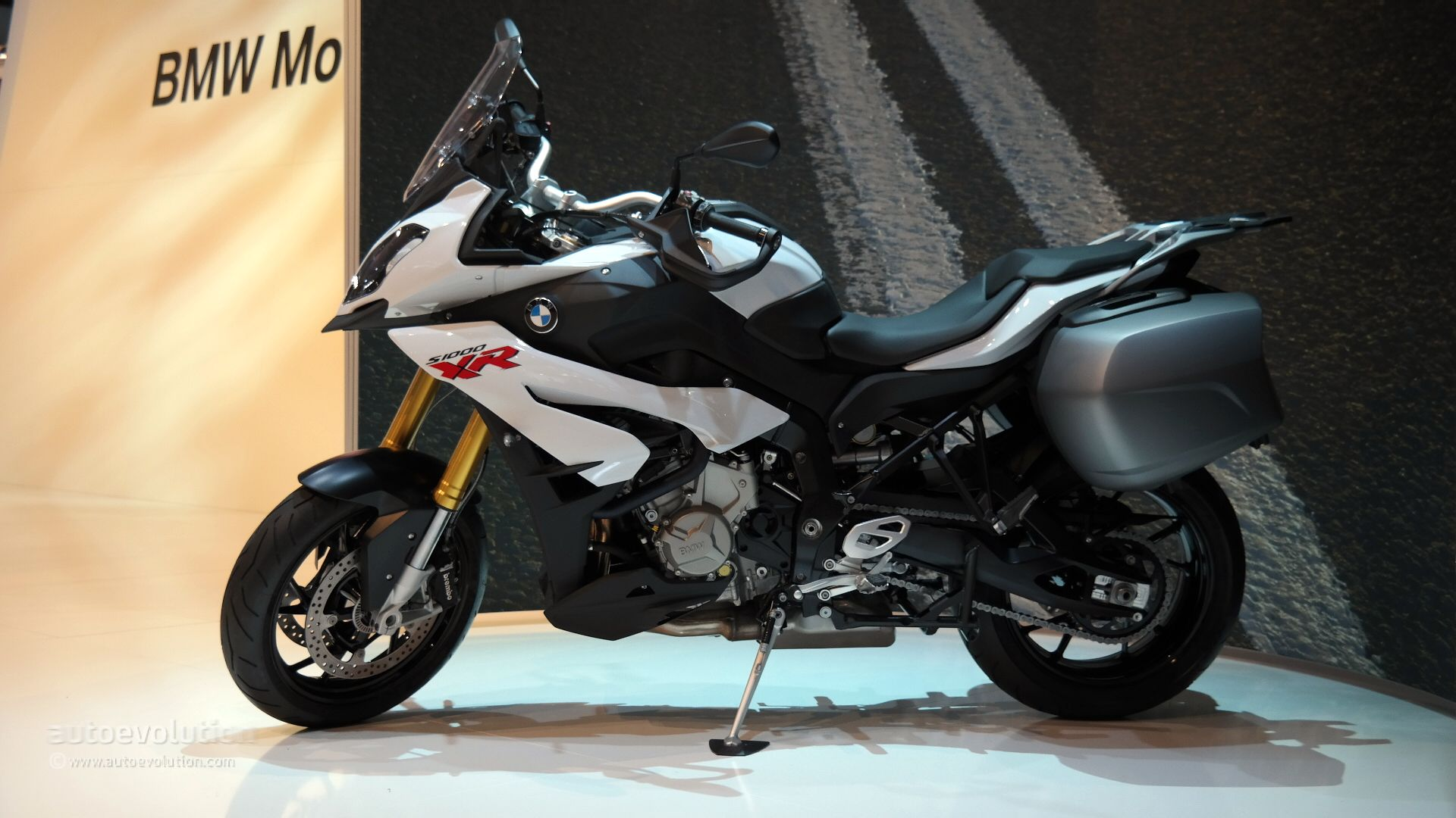 2015 bmw s1000xr shows its super sport fairings in milan. Black Bedroom Furniture Sets. Home Design Ideas