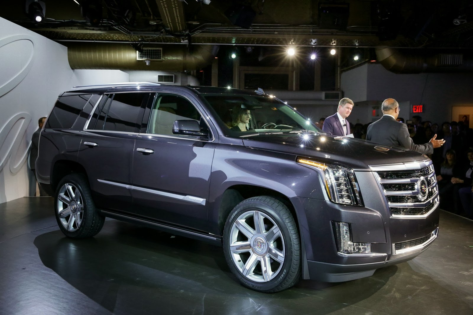 2015 cadillac escalade officially revealed autoevolution. Black Bedroom Furniture Sets. Home Design Ideas