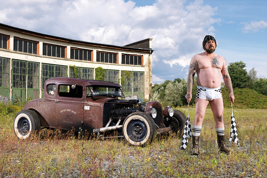 http://s1.cdn.autoevolution.com/images/news/gallery/2015-car-wash-calendar-features-weird-looking-semi-naked-german-men_8.jpg