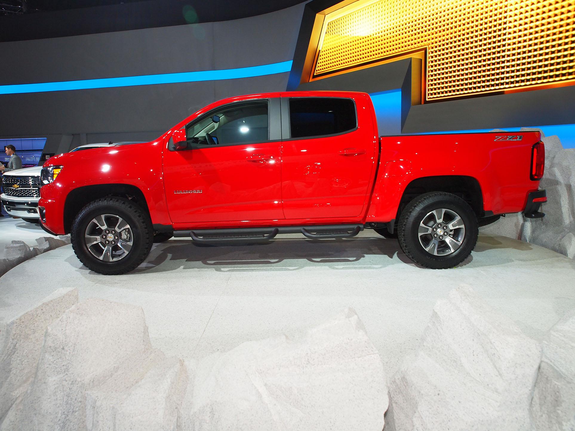 Tacoma V6 Towing Capacity >> 2015 Chevrolet Colorado Shows Up in Los Angeles [Live Photos] - autoevolution