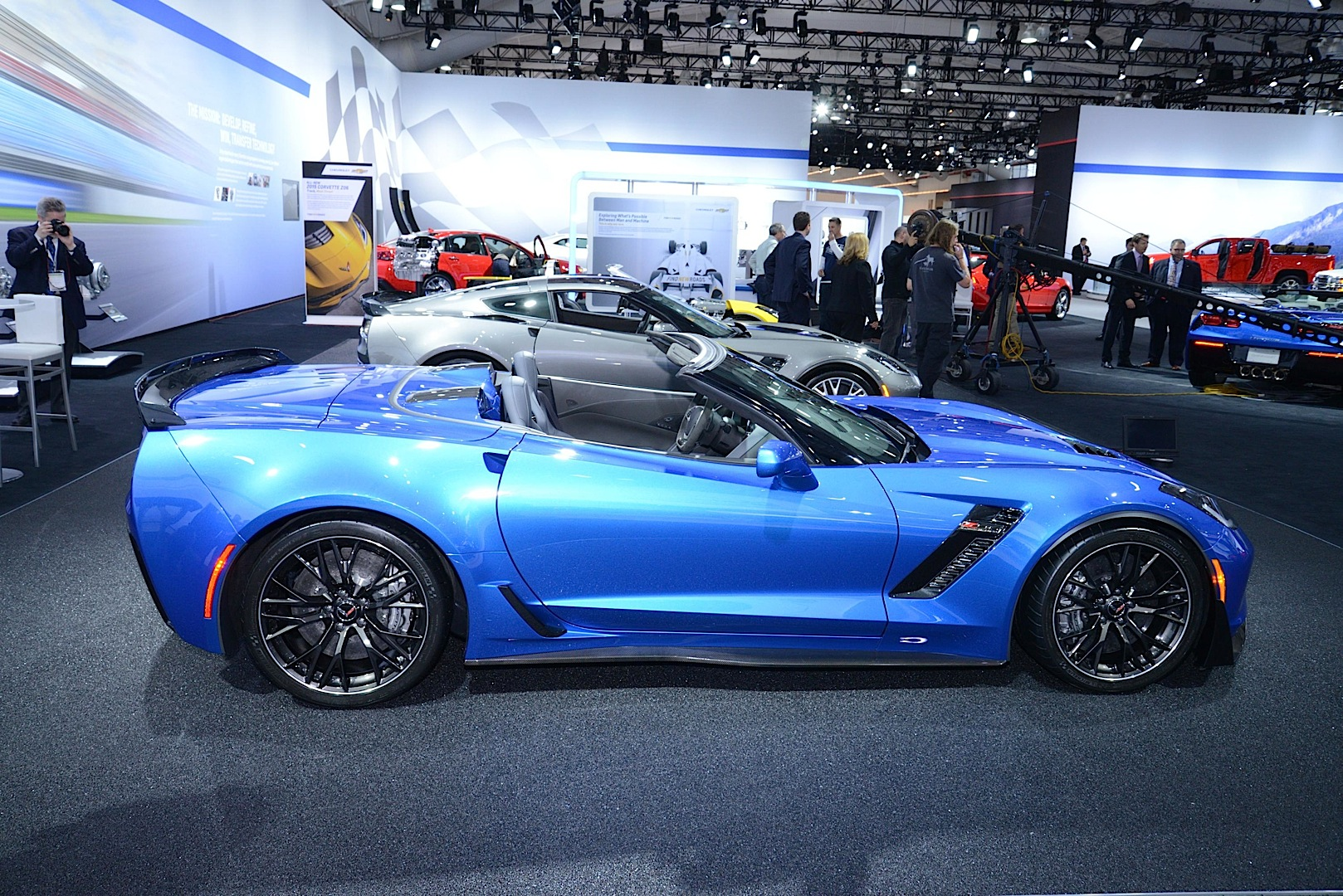 2015 chevrolet corvette z06 goes topless at the new york auto show - 2015 Corvette Stingray Convertible Blue