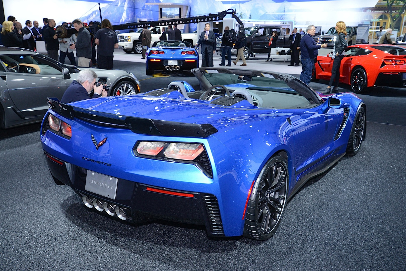 2015 chevrolet corvette z06 goes topless at the new york auto show