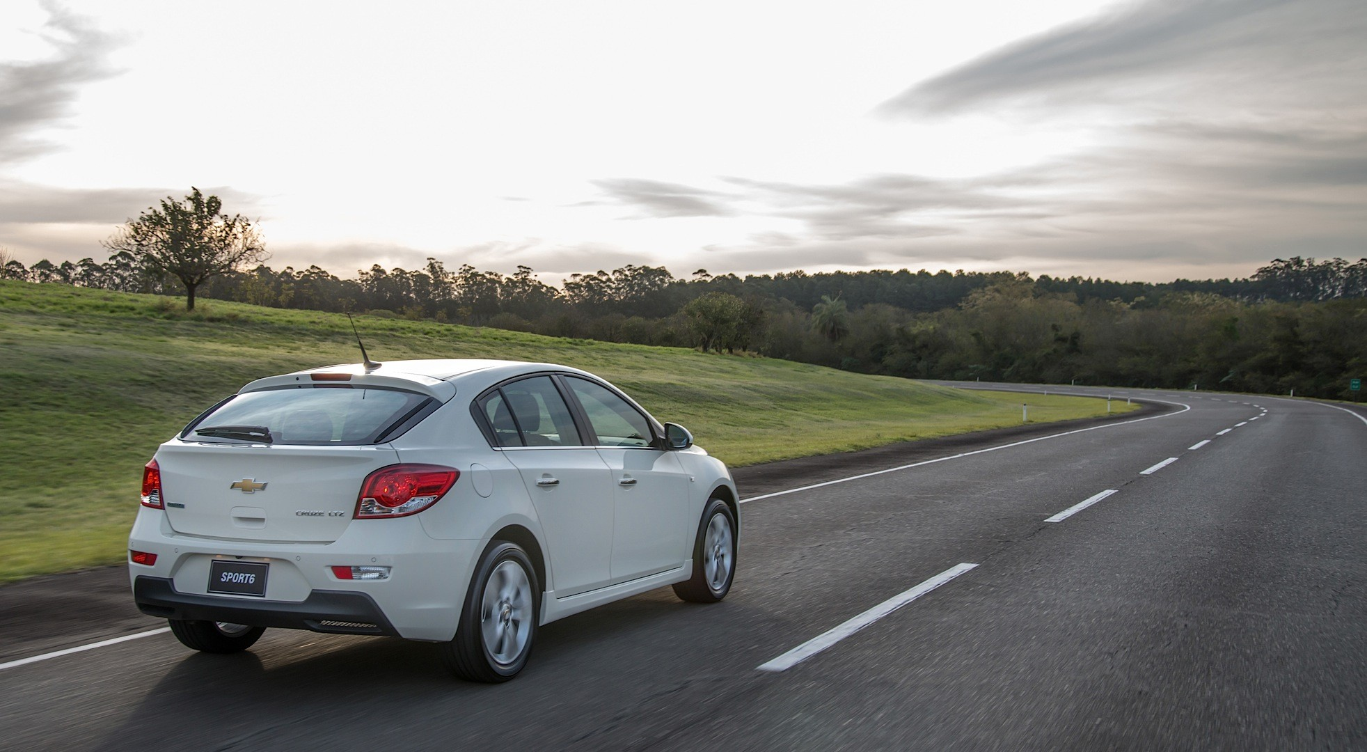 2015 Chevrolet Cruze Sport6 Hatch Launched in Brazil ...