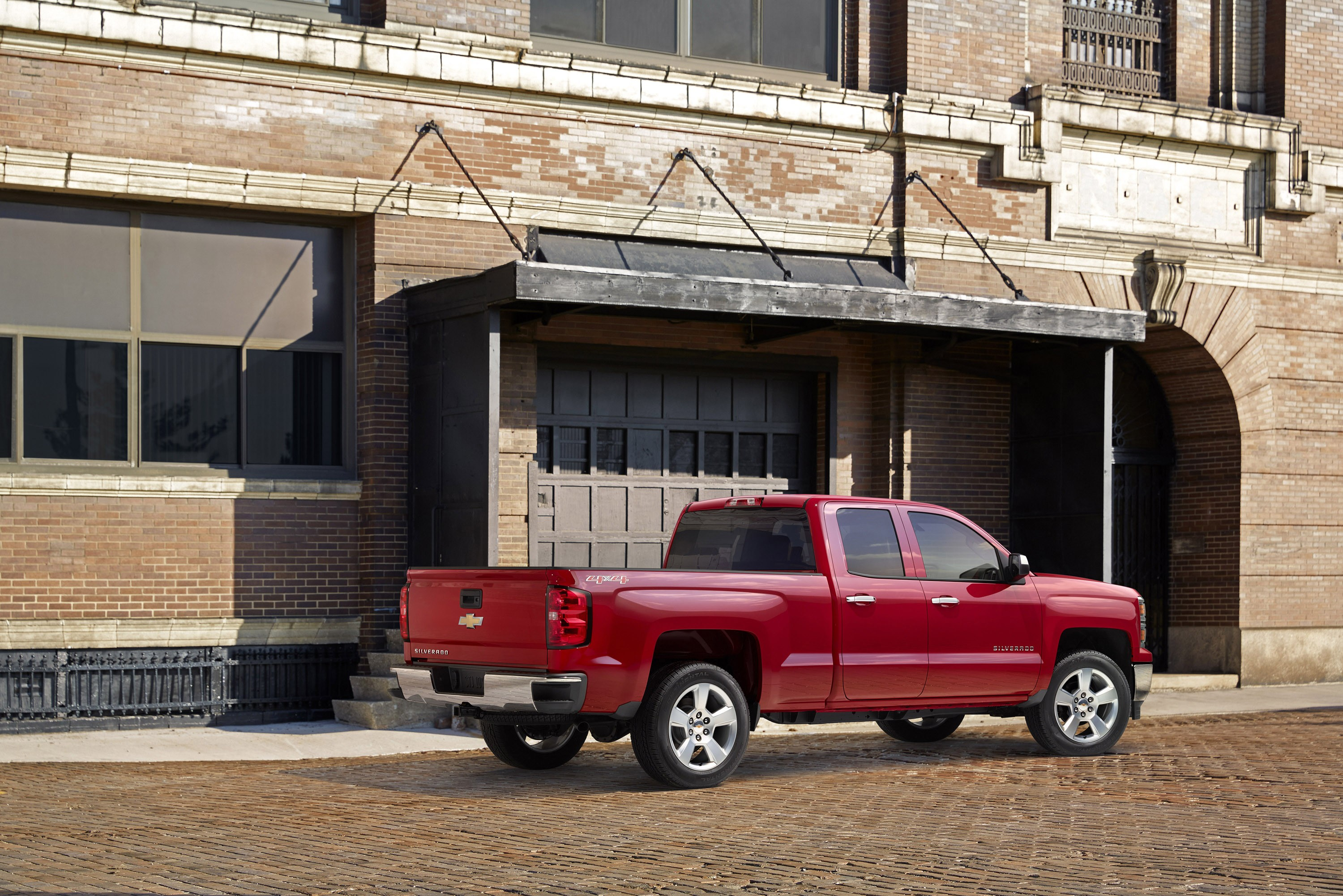 2015 Chevrolet Silverado Custom is a Capable Workhorse With
