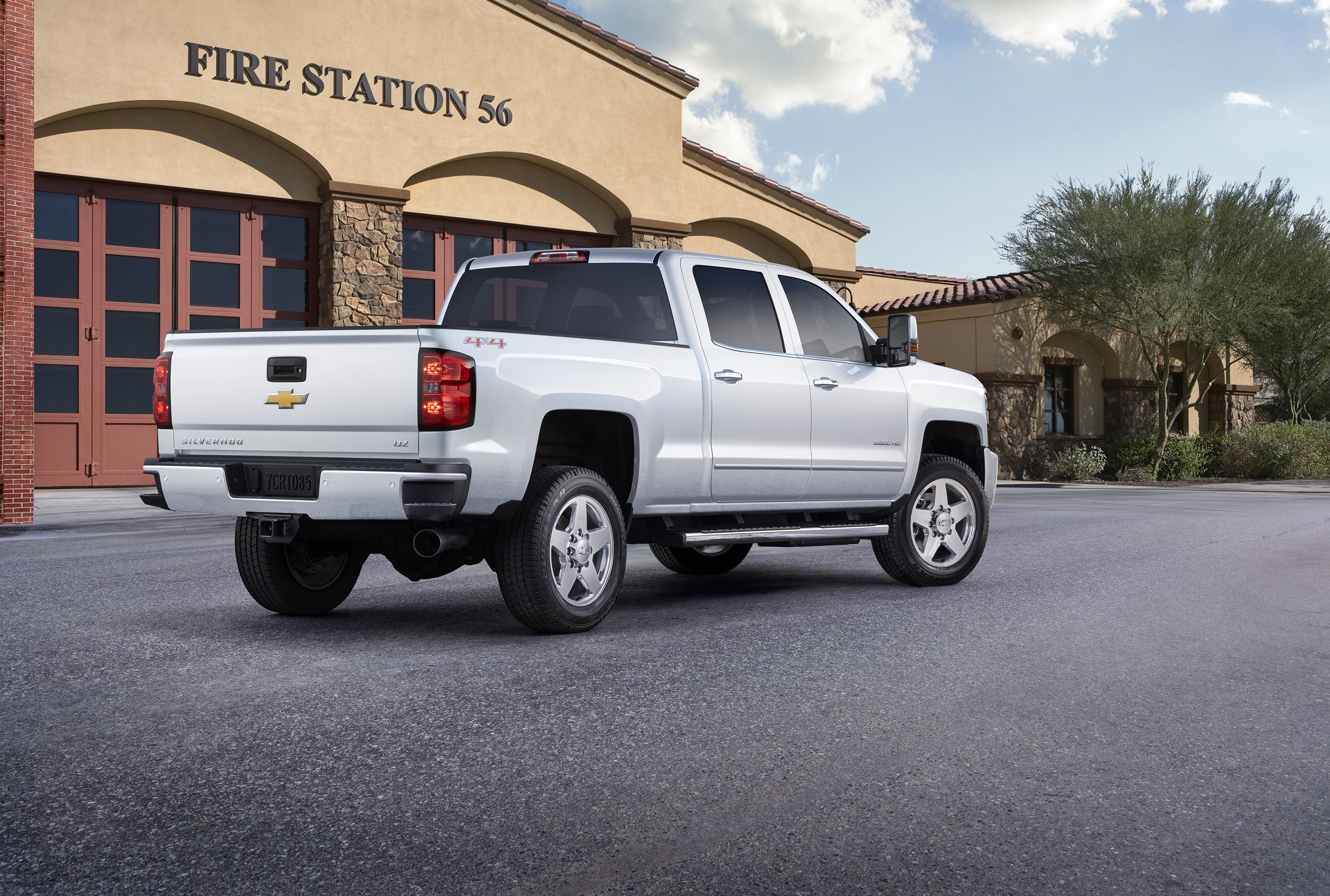 2015 chevrolet silverado custom sport hd is pickup truck eye candy autoevolution. Black Bedroom Furniture Sets. Home Design Ideas
