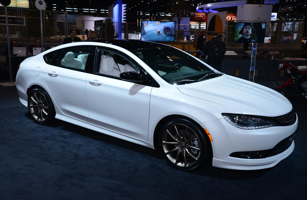 2015 chrysler 200 gets mopar treatment in chicago live photos autoevolution. Black Bedroom Furniture Sets. Home Design Ideas