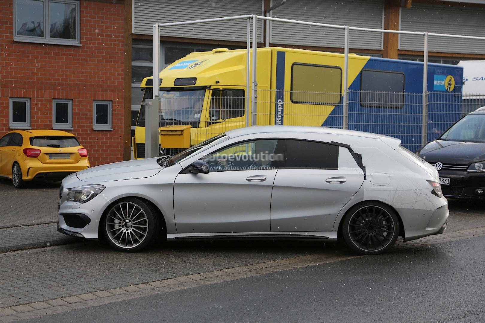 2015 cla 45 amg shooting brake spotted for the first time autoevolution. Black Bedroom Furniture Sets. Home Design Ideas