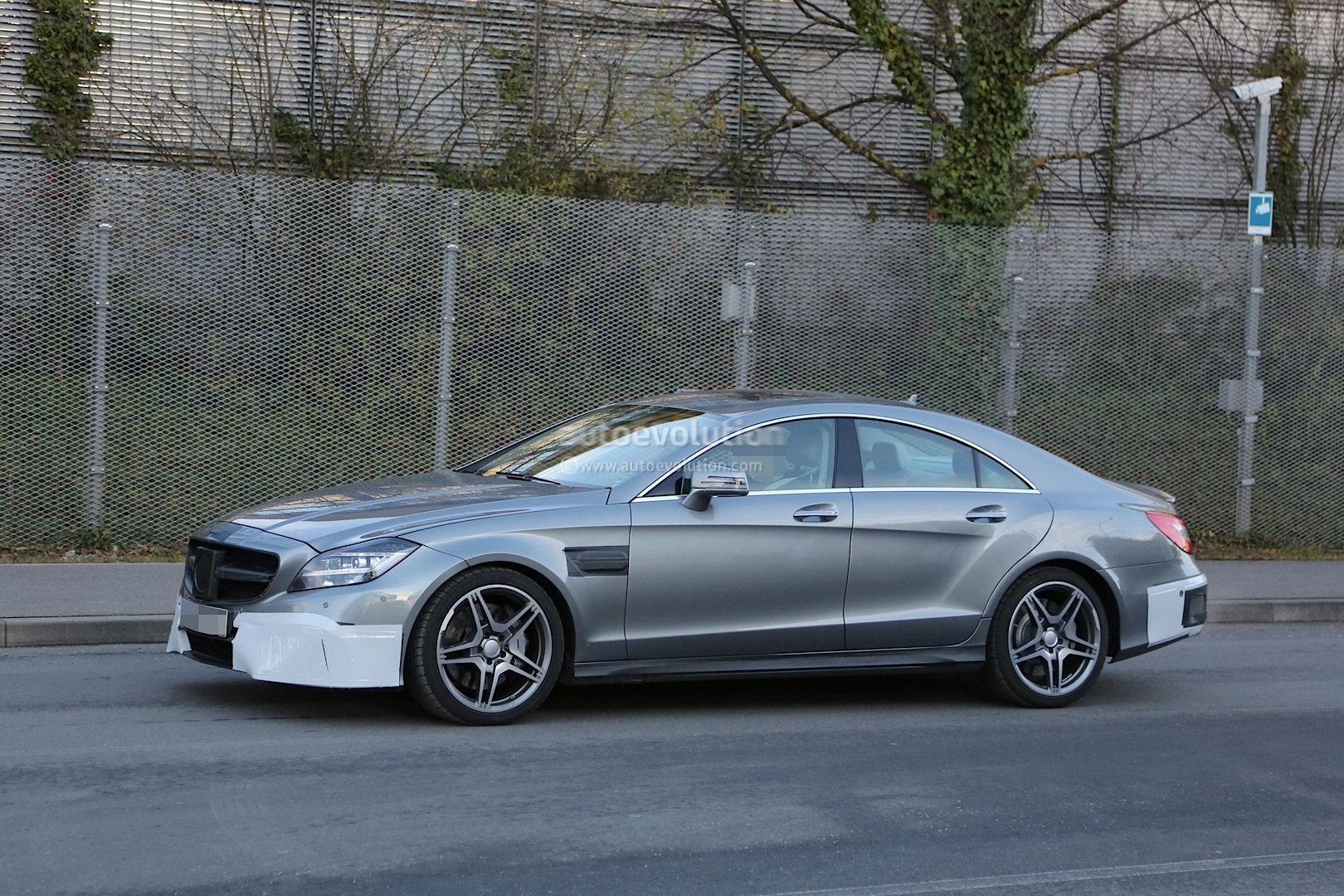 2015 Cls 63 Amg C218 Facelift Strips More Camo Autoevolution