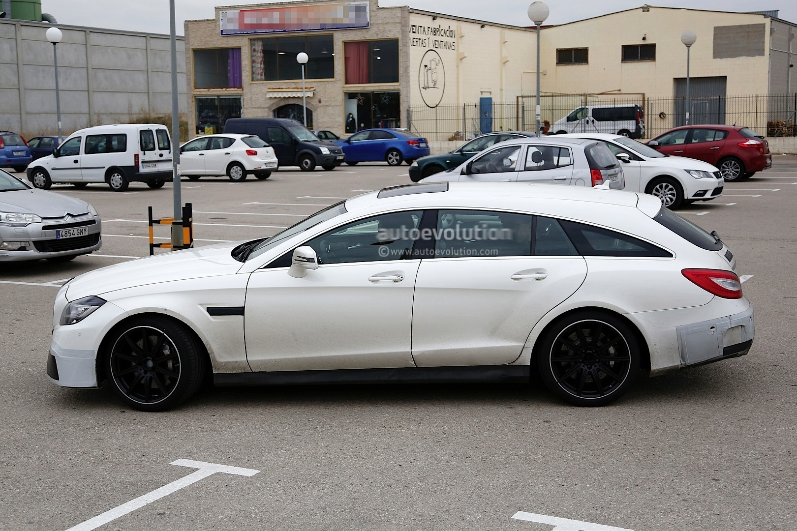 2015 cls 63 amg s model shooting brake spied shopping autoevolution. Black Bedroom Furniture Sets. Home Design Ideas