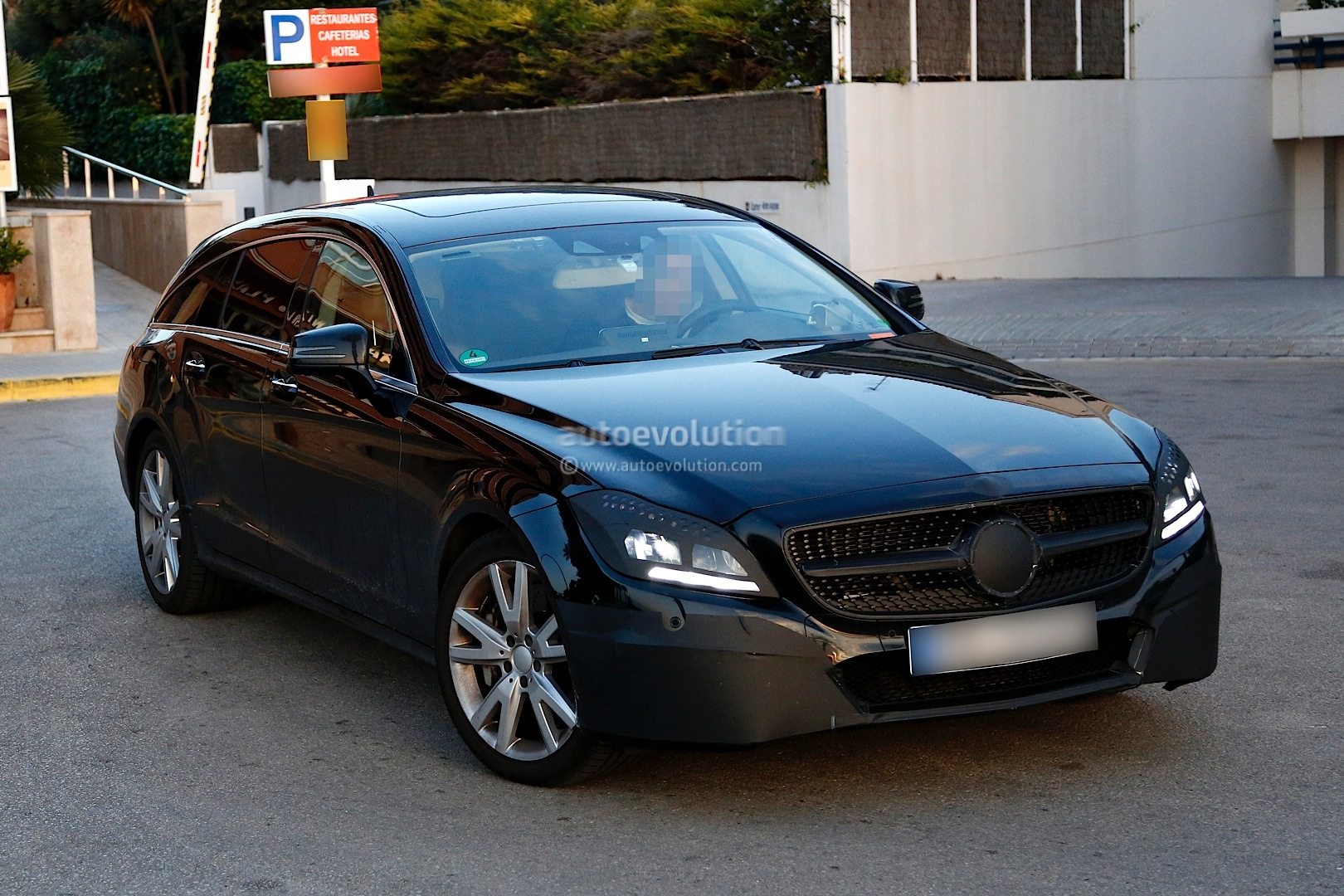 see a cls 500 shooting brake x218 go from 0 to 258 km h. Black Bedroom Furniture Sets. Home Design Ideas