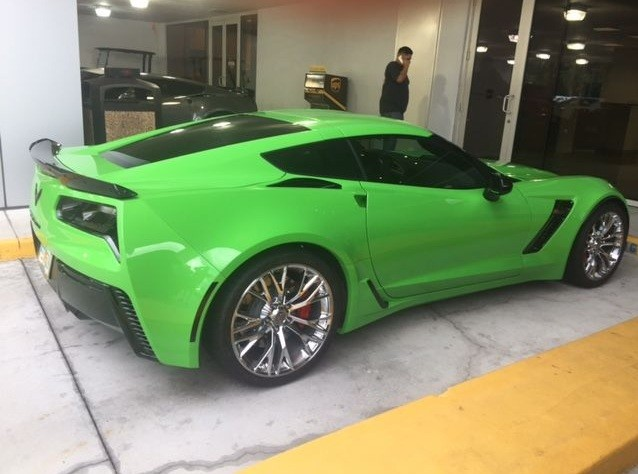 Ford Escape Colors >> 2015 Corvette Z06 Gets Repainted in Head-Turning Green - autoevolution