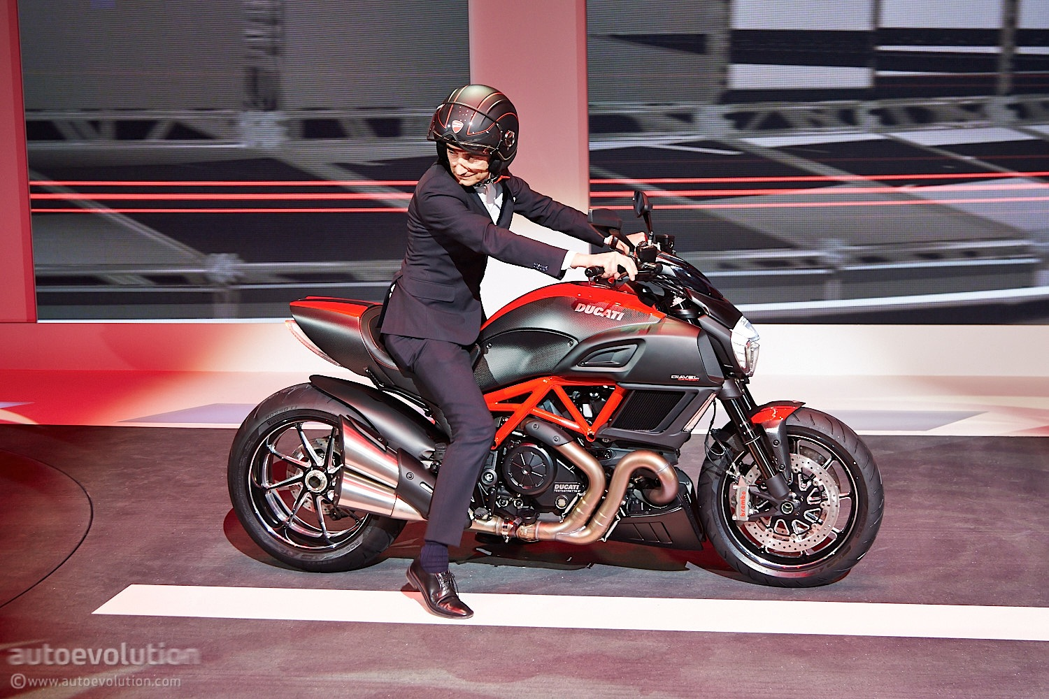 2015 Ducati Diavel Live Pictures And Tech Specs