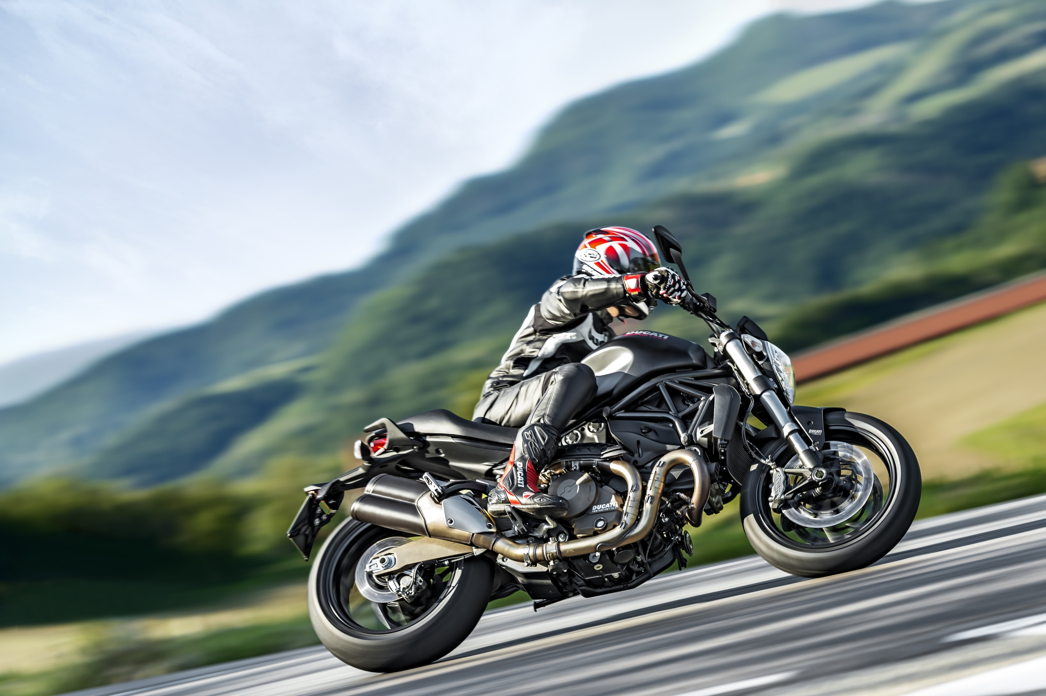 2015 Ducati Monster 821 Huge Pic Collection - autoevolution