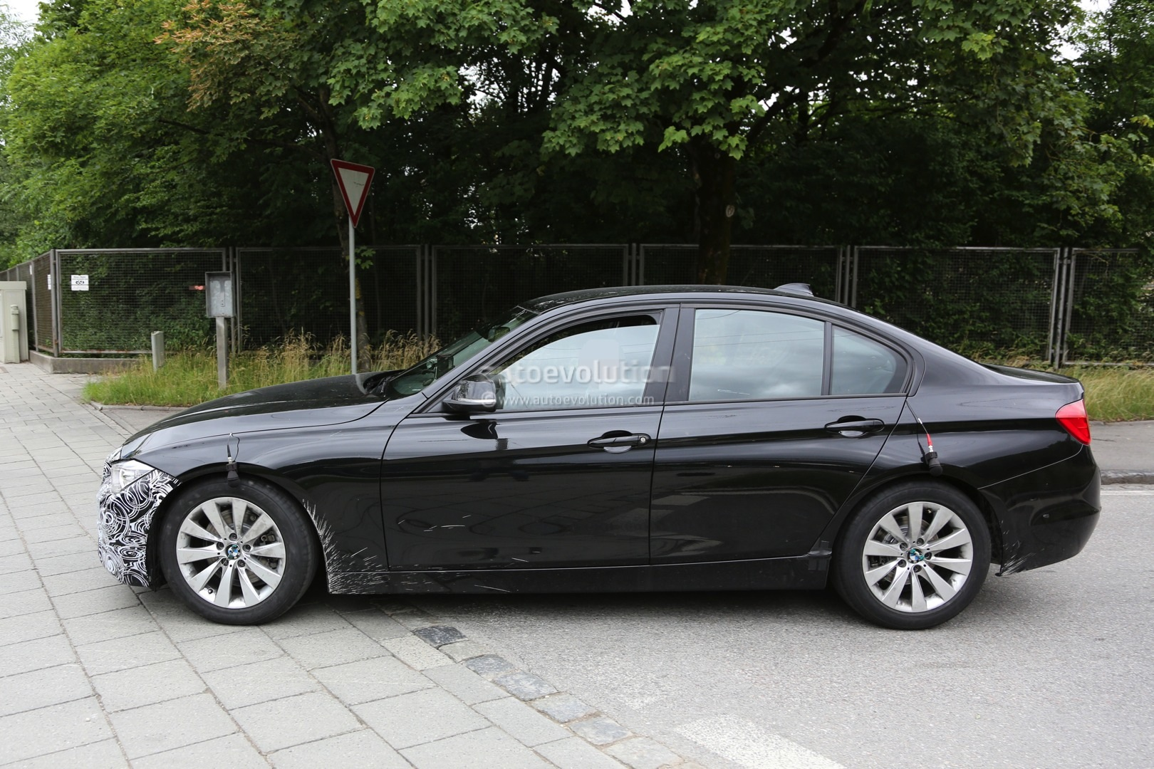 2015 facelift bmw 3 series sedan and touring spied testing