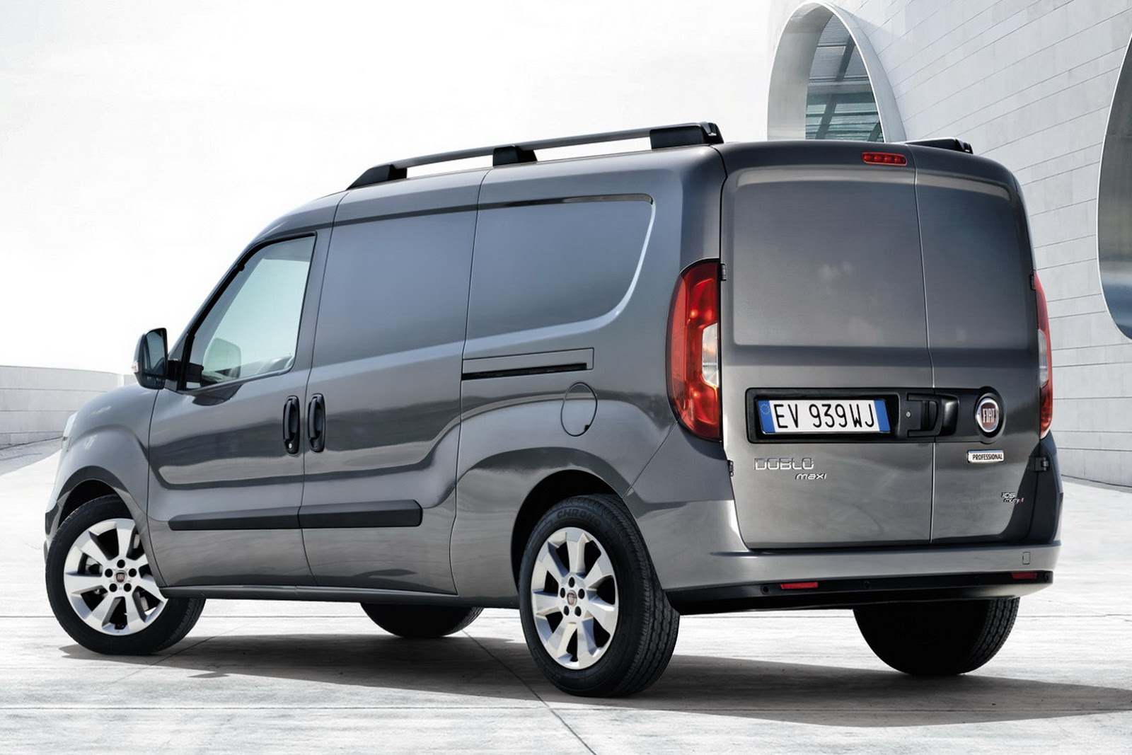 2015 fiat doblo presented at iaa commercial vehicles show autoevolution. Black Bedroom Furniture Sets. Home Design Ideas