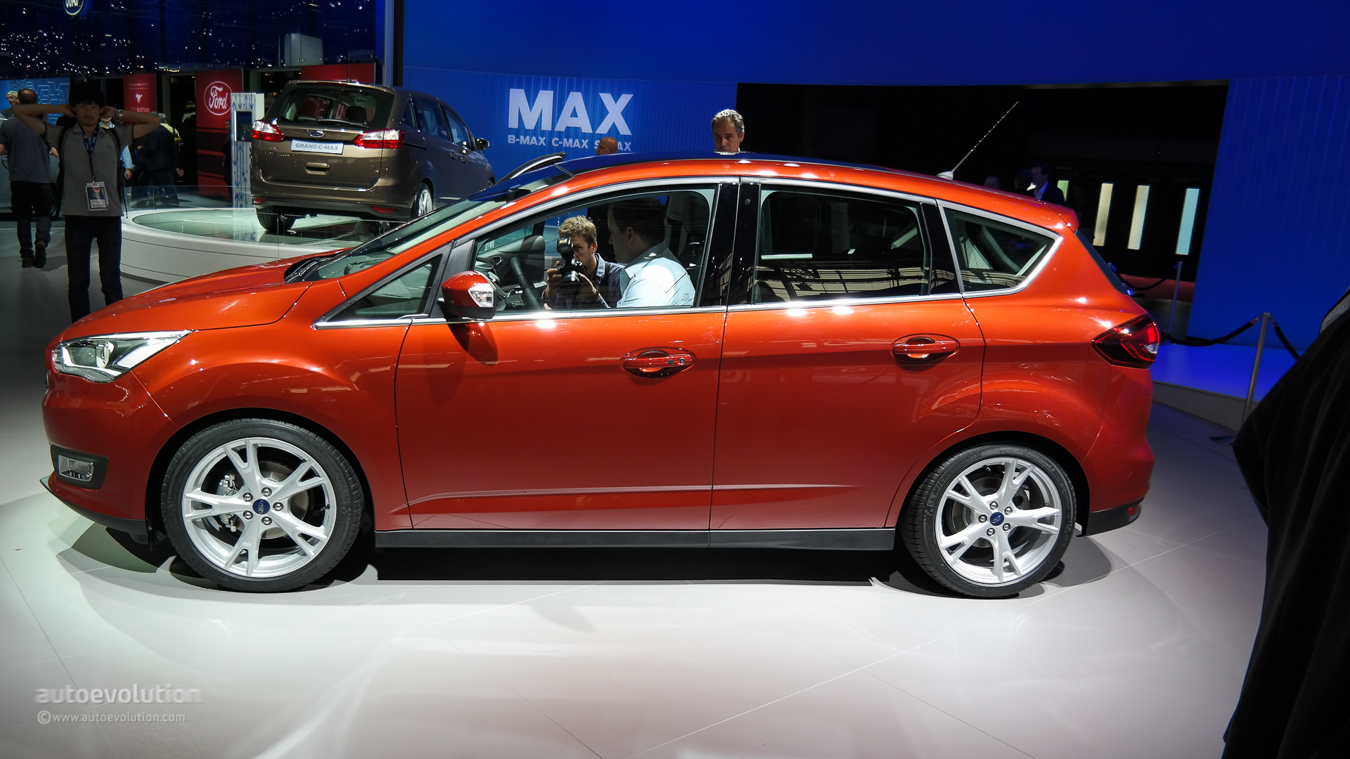 2015 ford c max facelift shows its new face at the paris. Black Bedroom Furniture Sets. Home Design Ideas