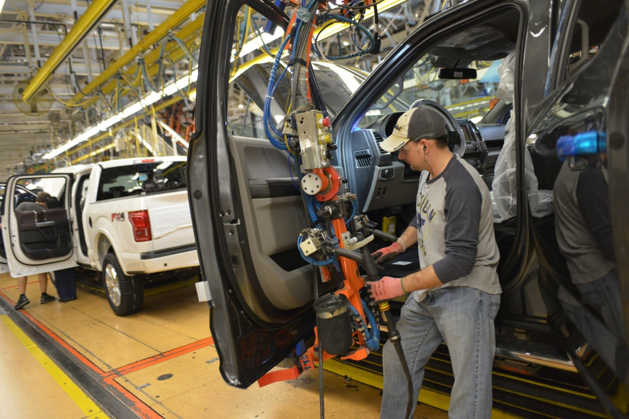 2015 Ford F 150 Production Begins At The Dearborn Truck