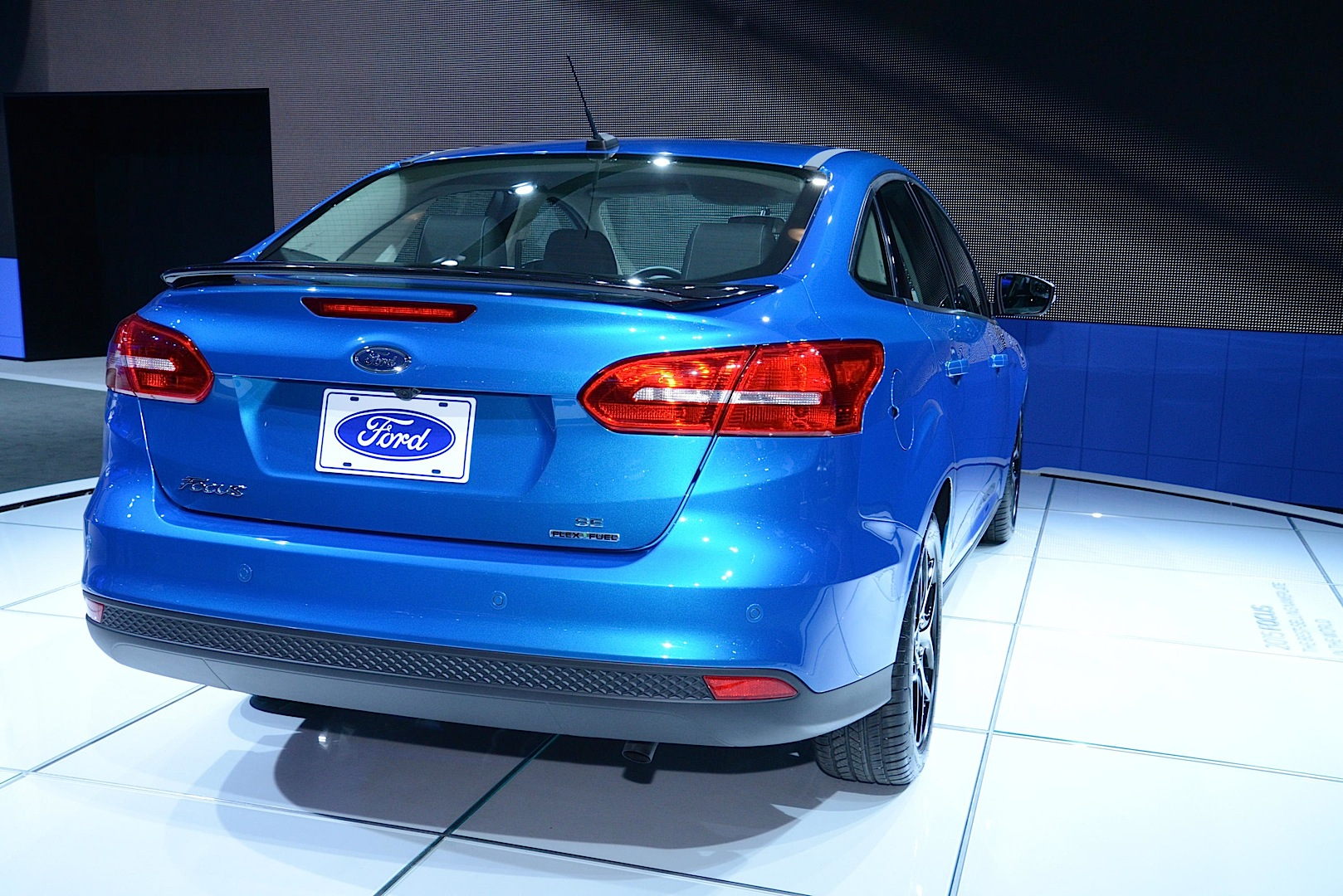 2015 ford focus sedan - 2015 Ford Focus Sedan And Electric Debut At New York Auto Show Live Photos Autoevolution